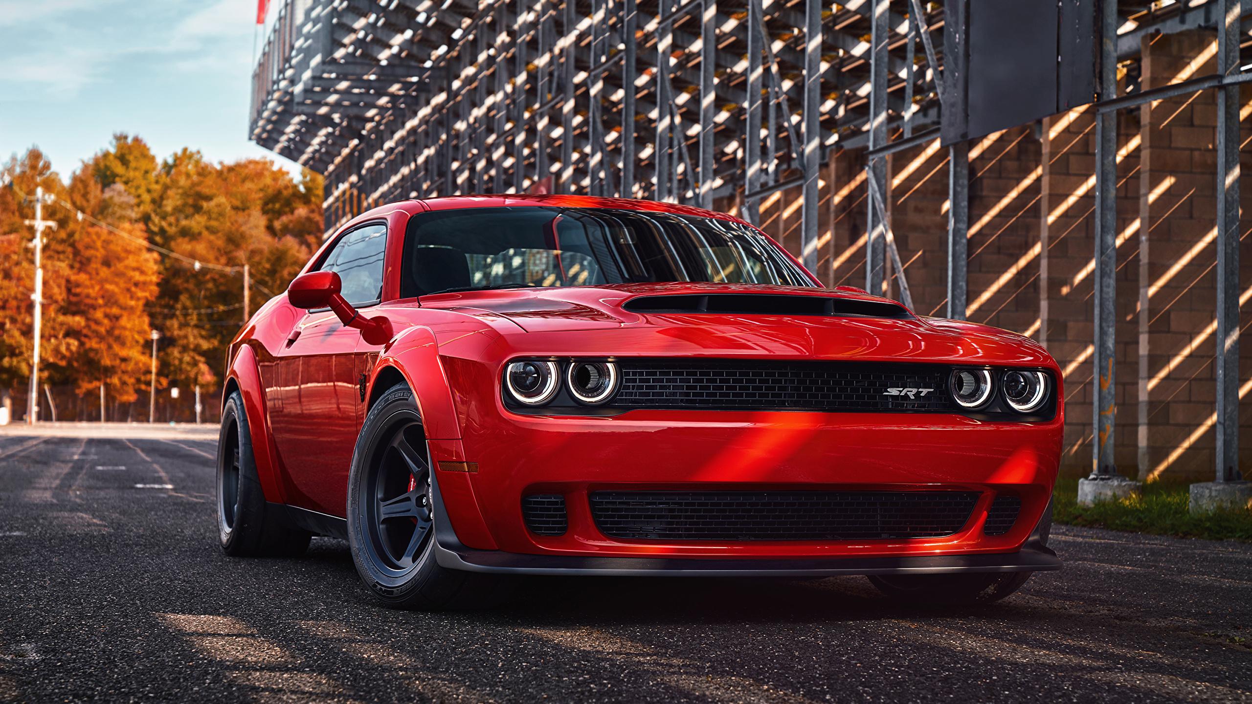 красный спортивный автомобиль Dodge Challenger red sports car  № 728267 без смс