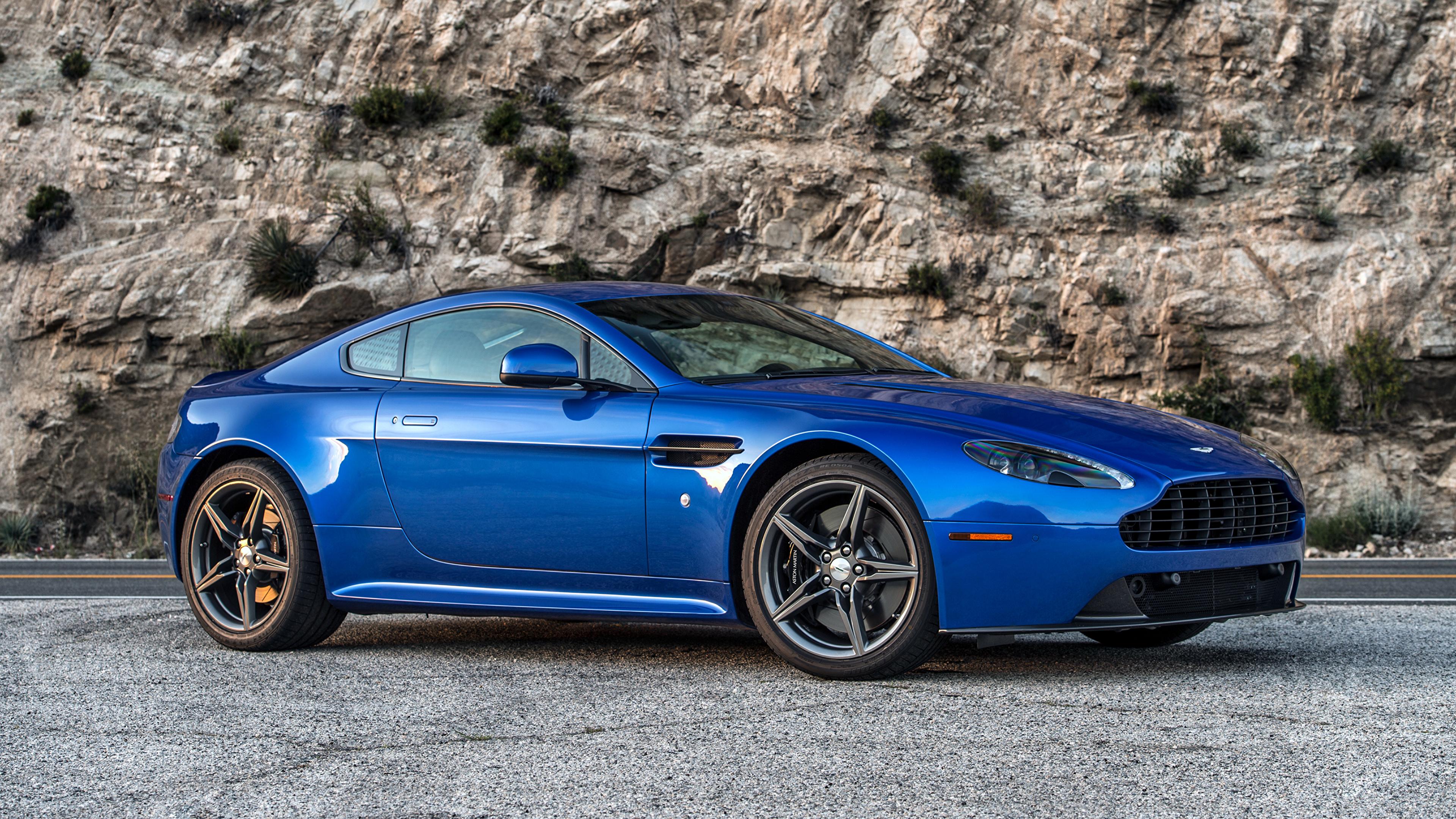 синий автомобиль Aston Martin  № 2593937 загрузить