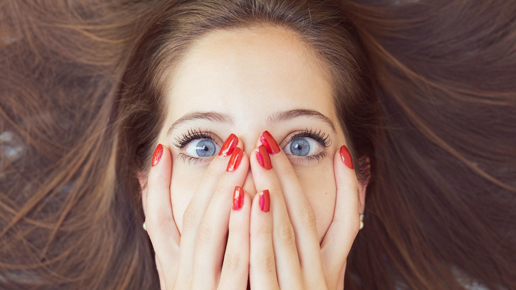 Фото девушек на лице смайлики