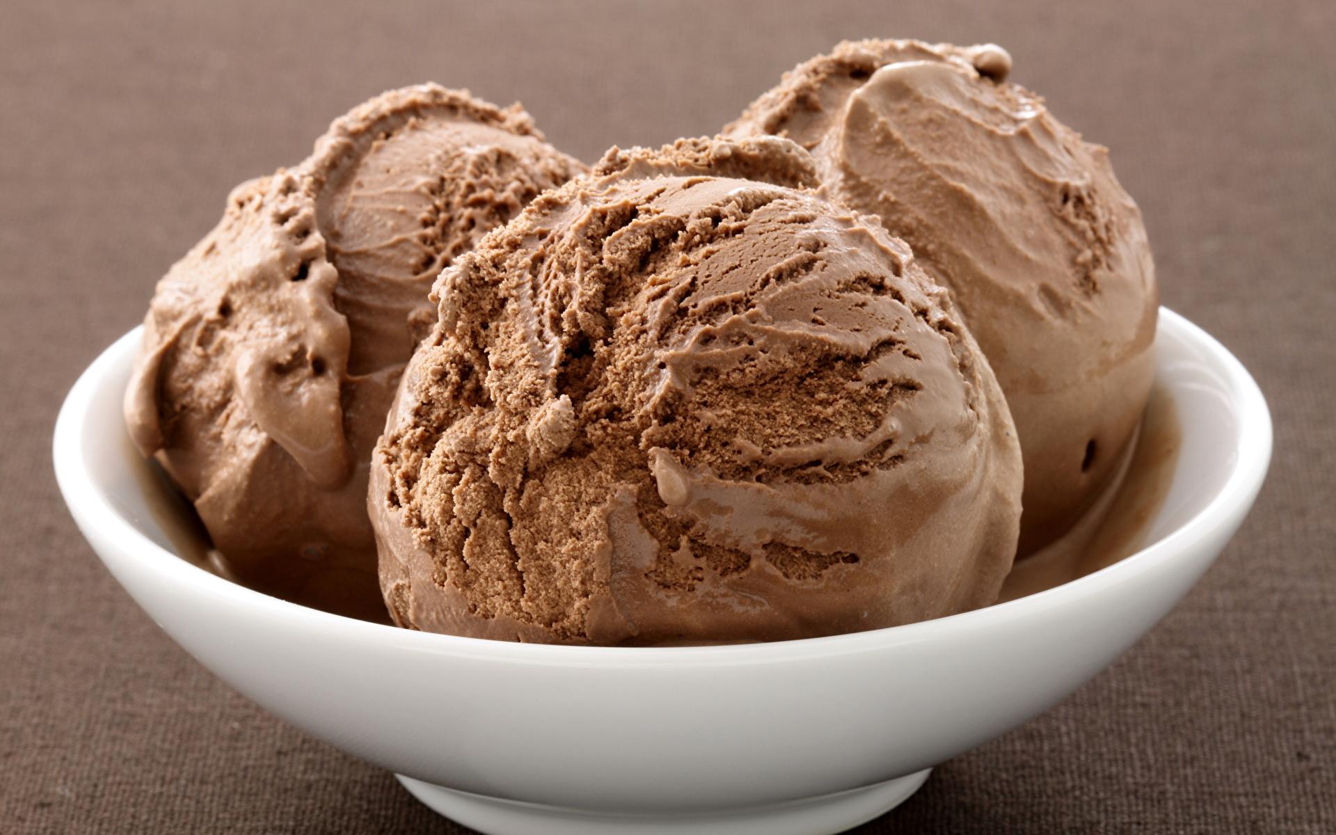 кремово-шоколадное мороженое  № 2279359 загрузить