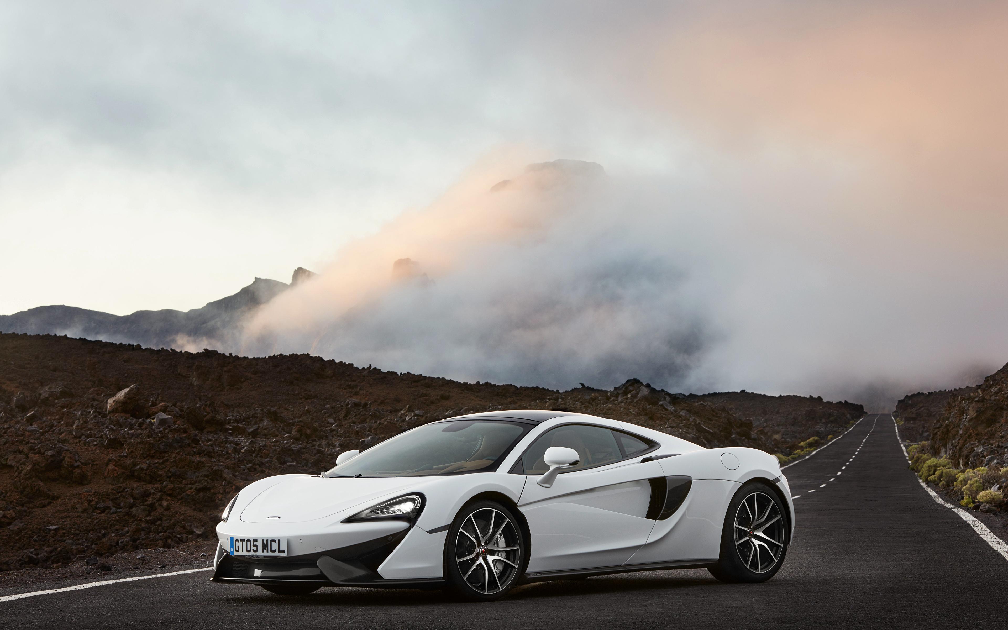 белый спортивный автомобиль mclaren white sports car  № 996012  скачать