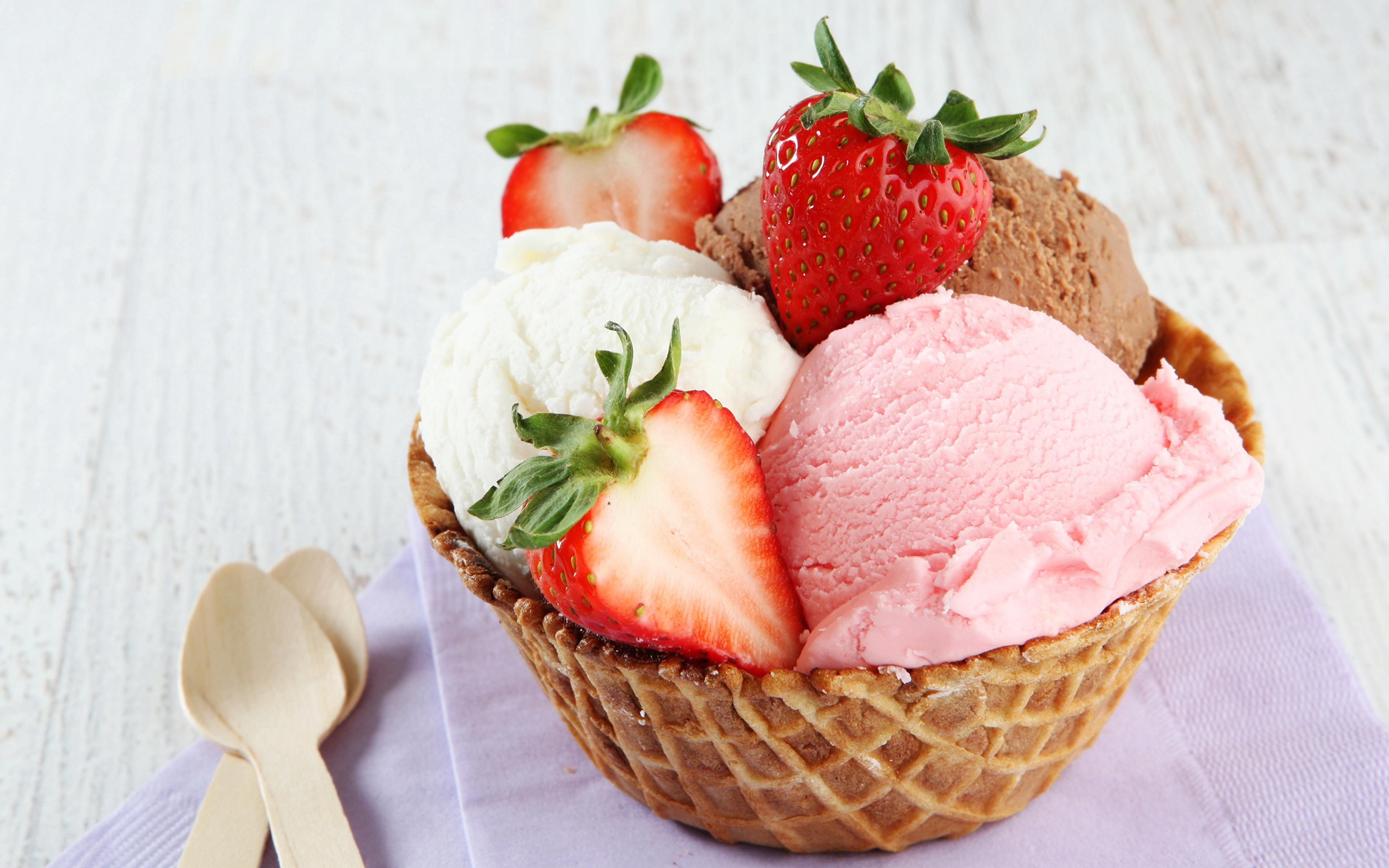 мороженое клубника шарики ice cream strawberry balls  № 2145078 бесплатно