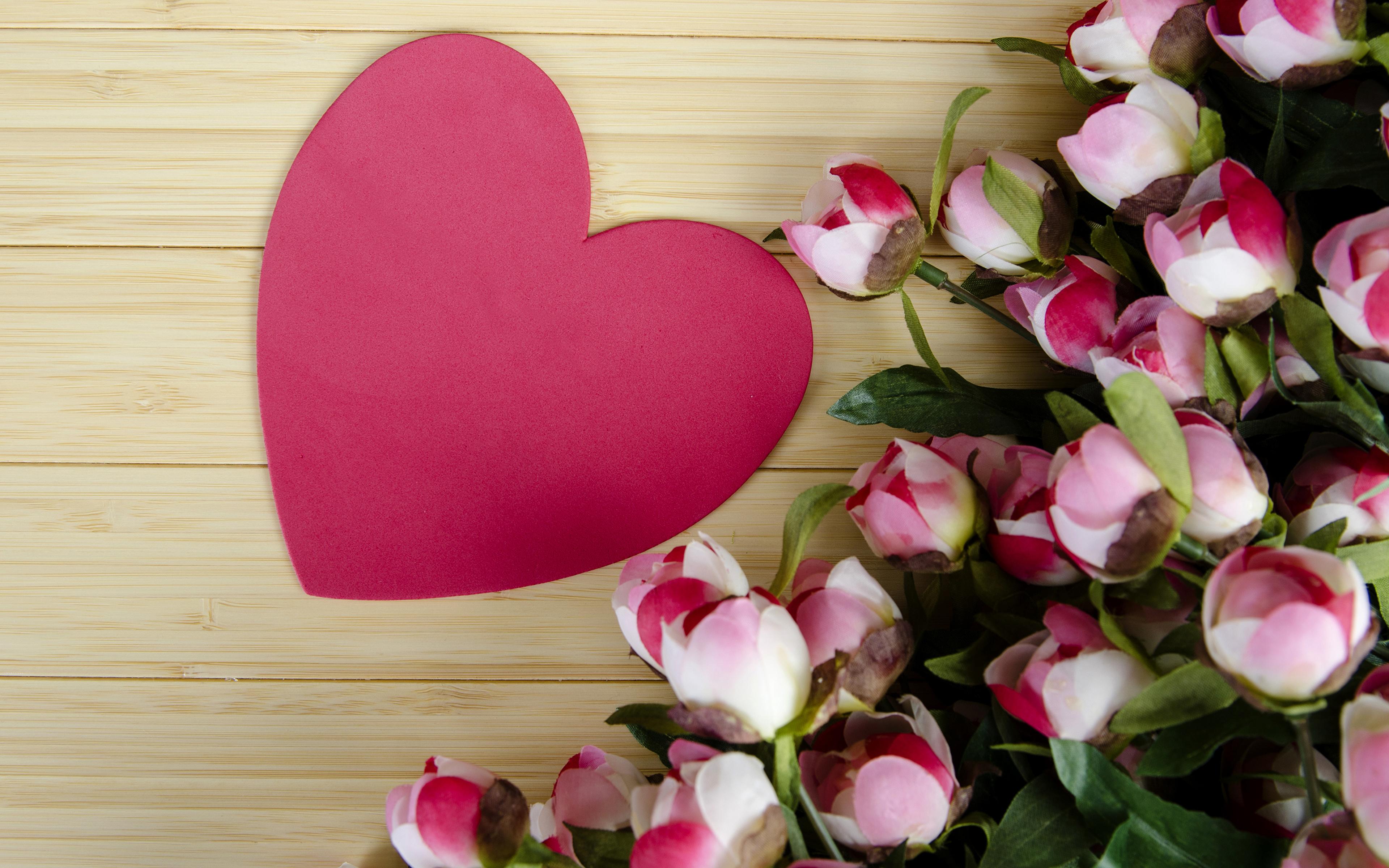 Цветок из сердечек фото