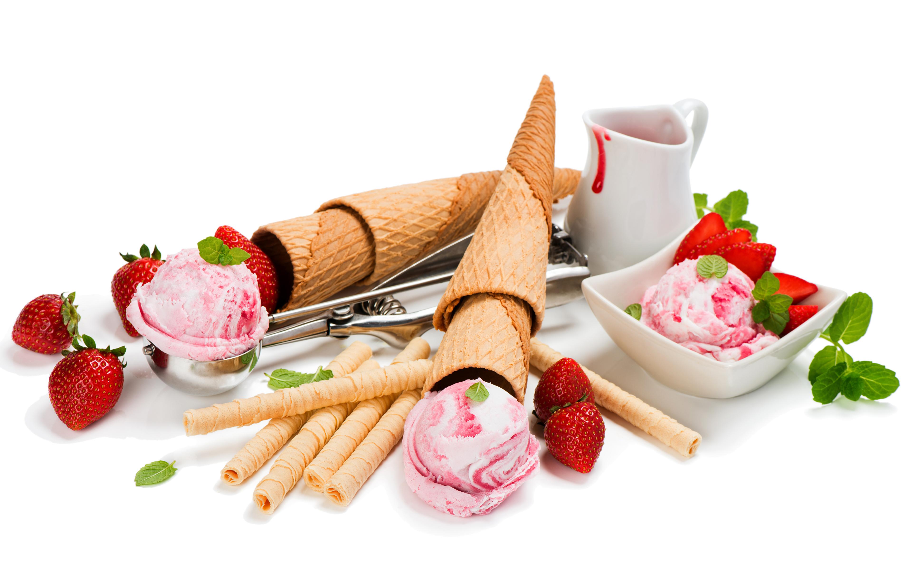 мороженое клубника шарики ice cream strawberry balls  № 2145102  скачать
