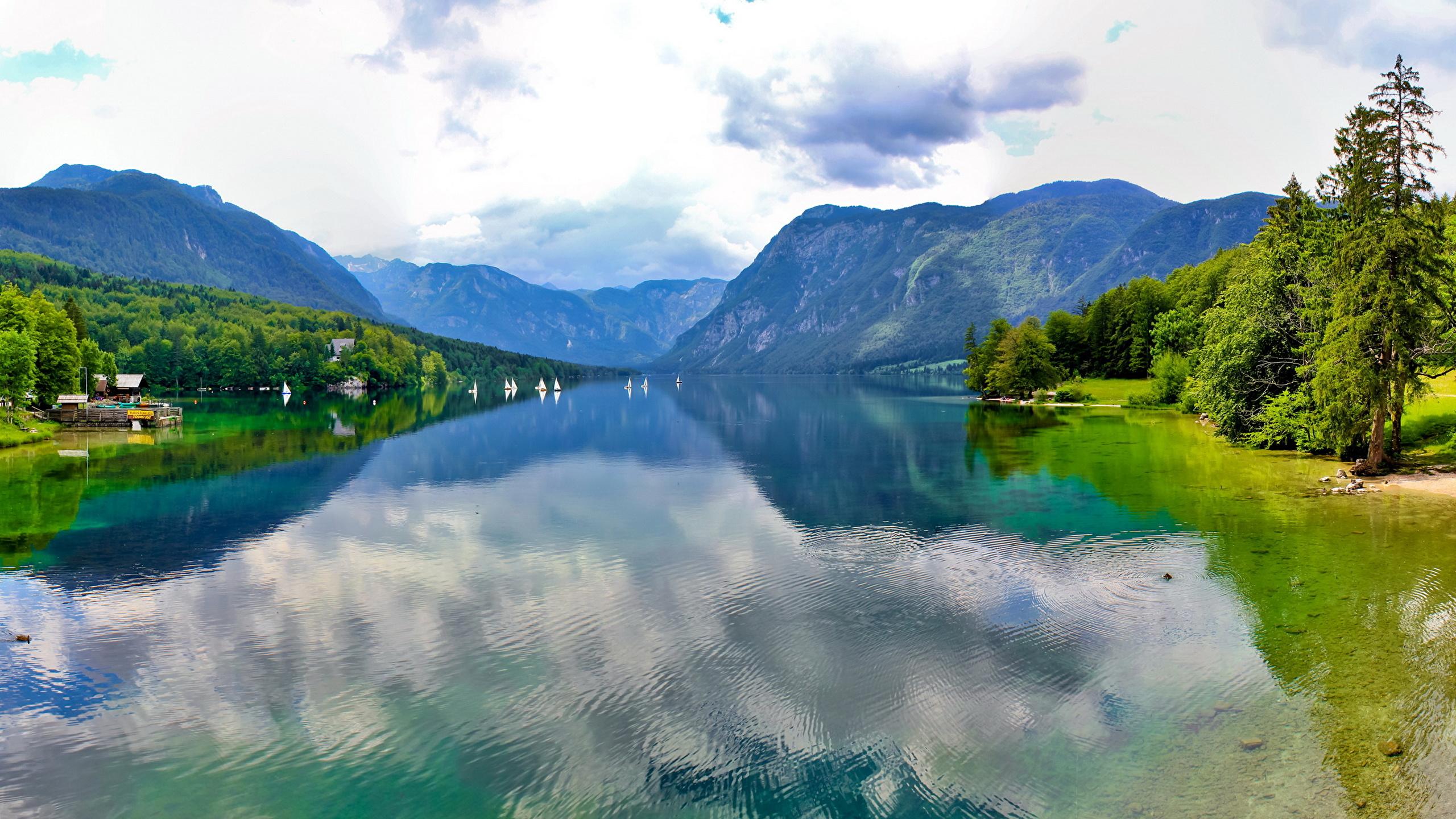 Голубое озеро в горах  № 2798854 бесплатно