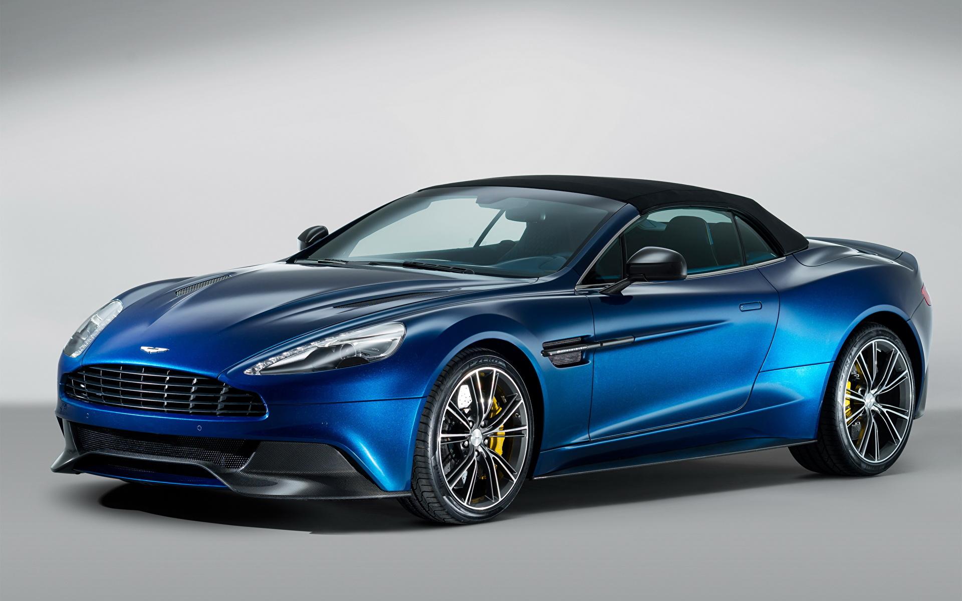 синий автомобиль Aston Martin  № 2593867 бесплатно