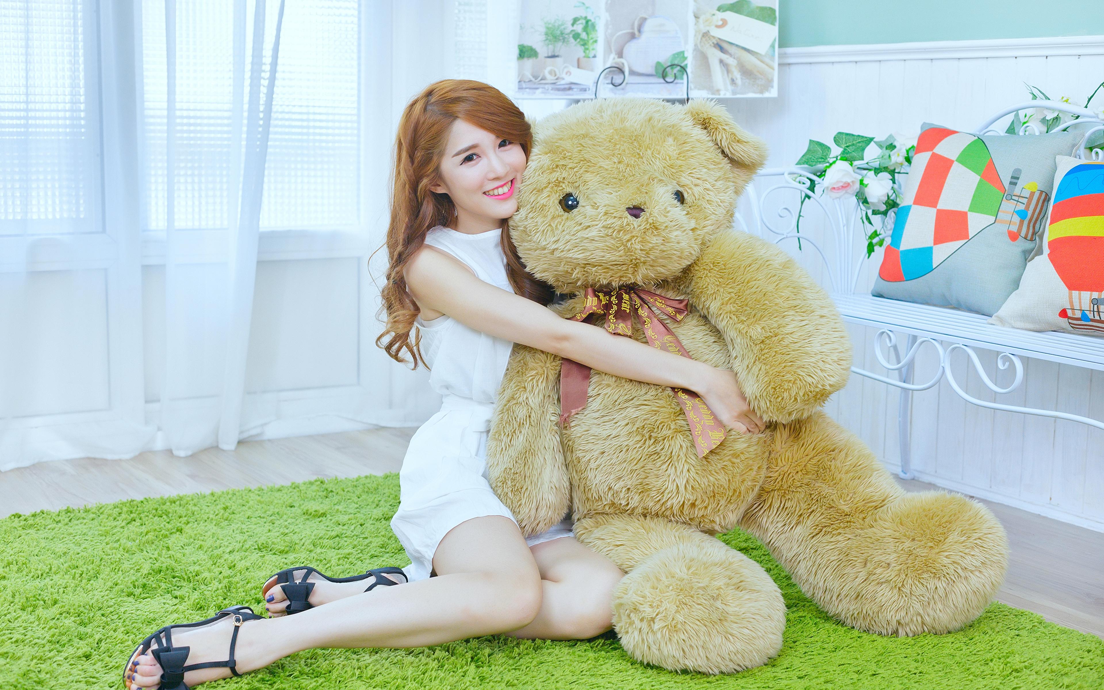 девушка медведь плюшевый  № 351120 загрузить