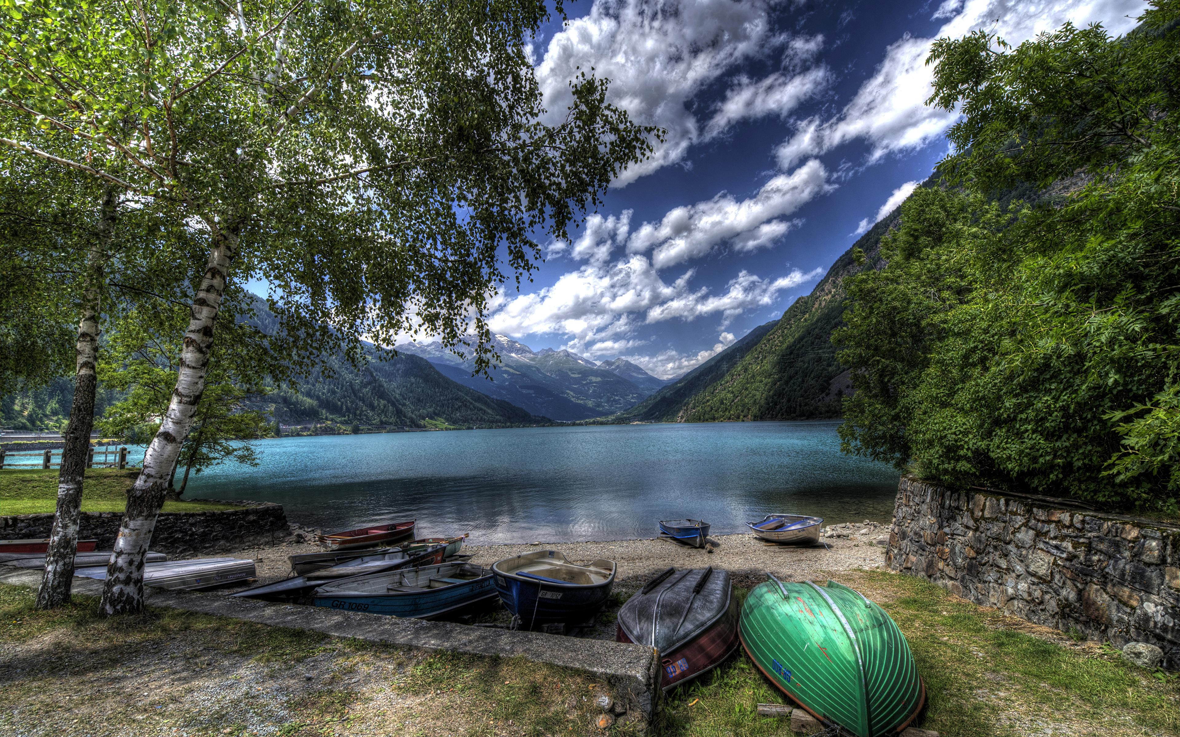 На лодке в горном озере  № 3062516 бесплатно