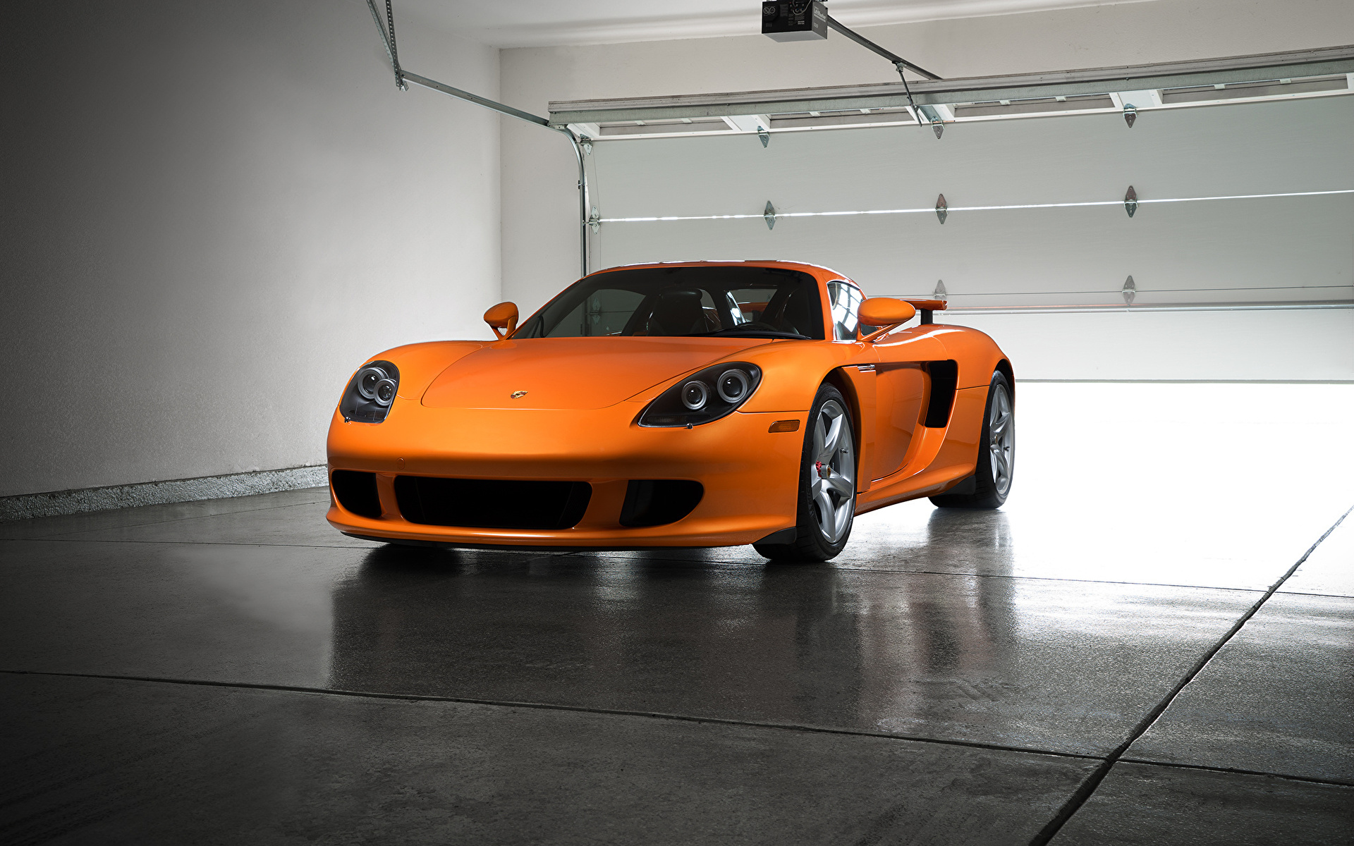 Оранжевый автомобиль porsche carrera  № 836975 загрузить