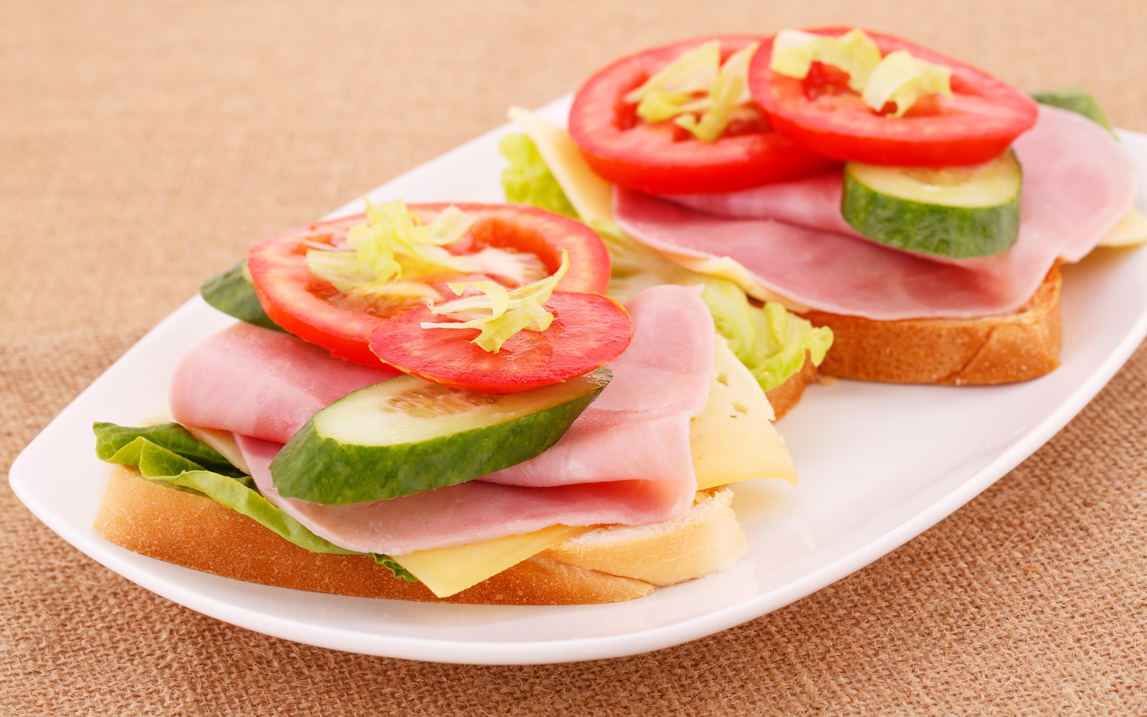 Как сделать вкусный бутерброд с сыром и помидорами