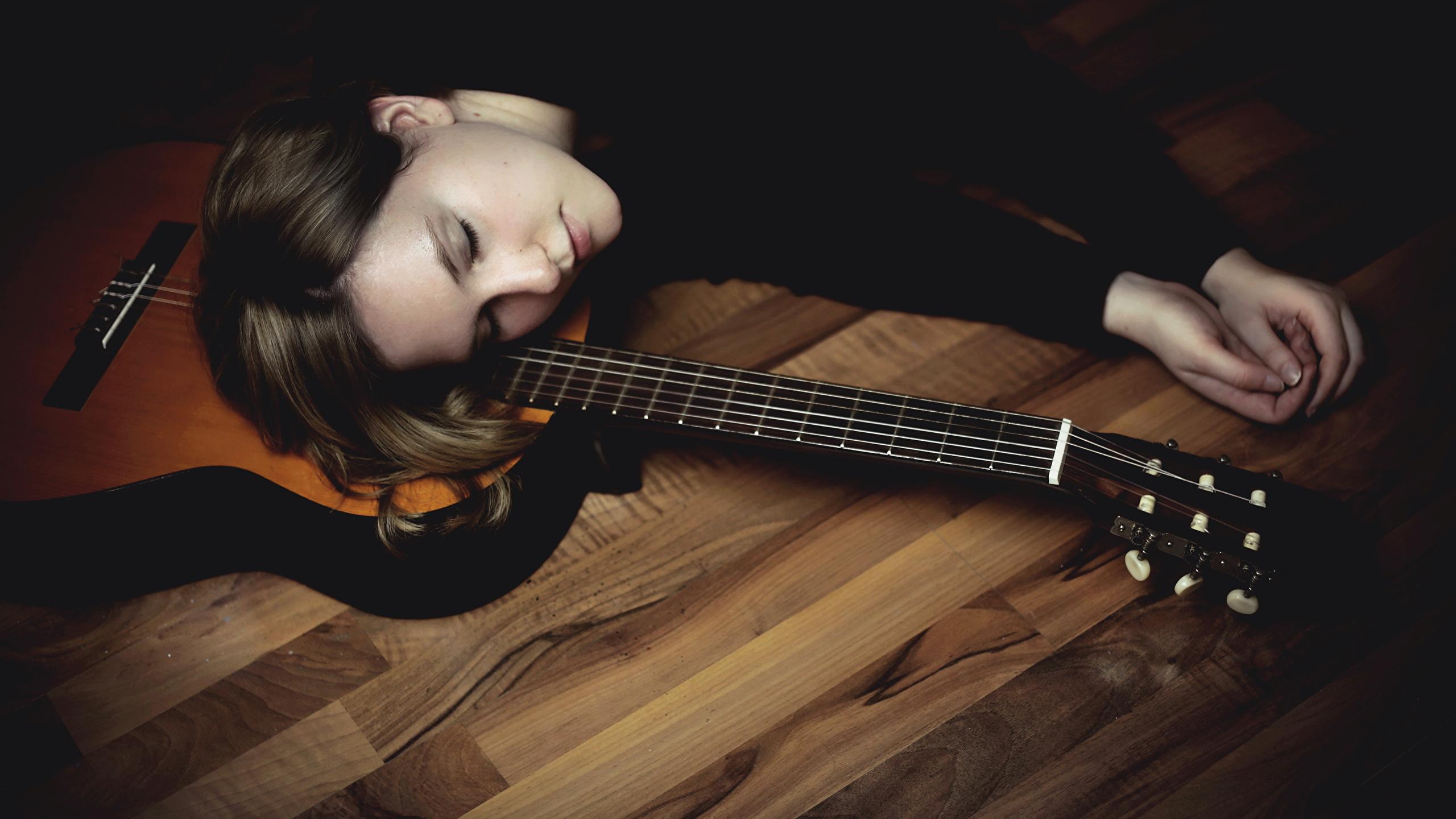 Фото девушек с фигурою гитары