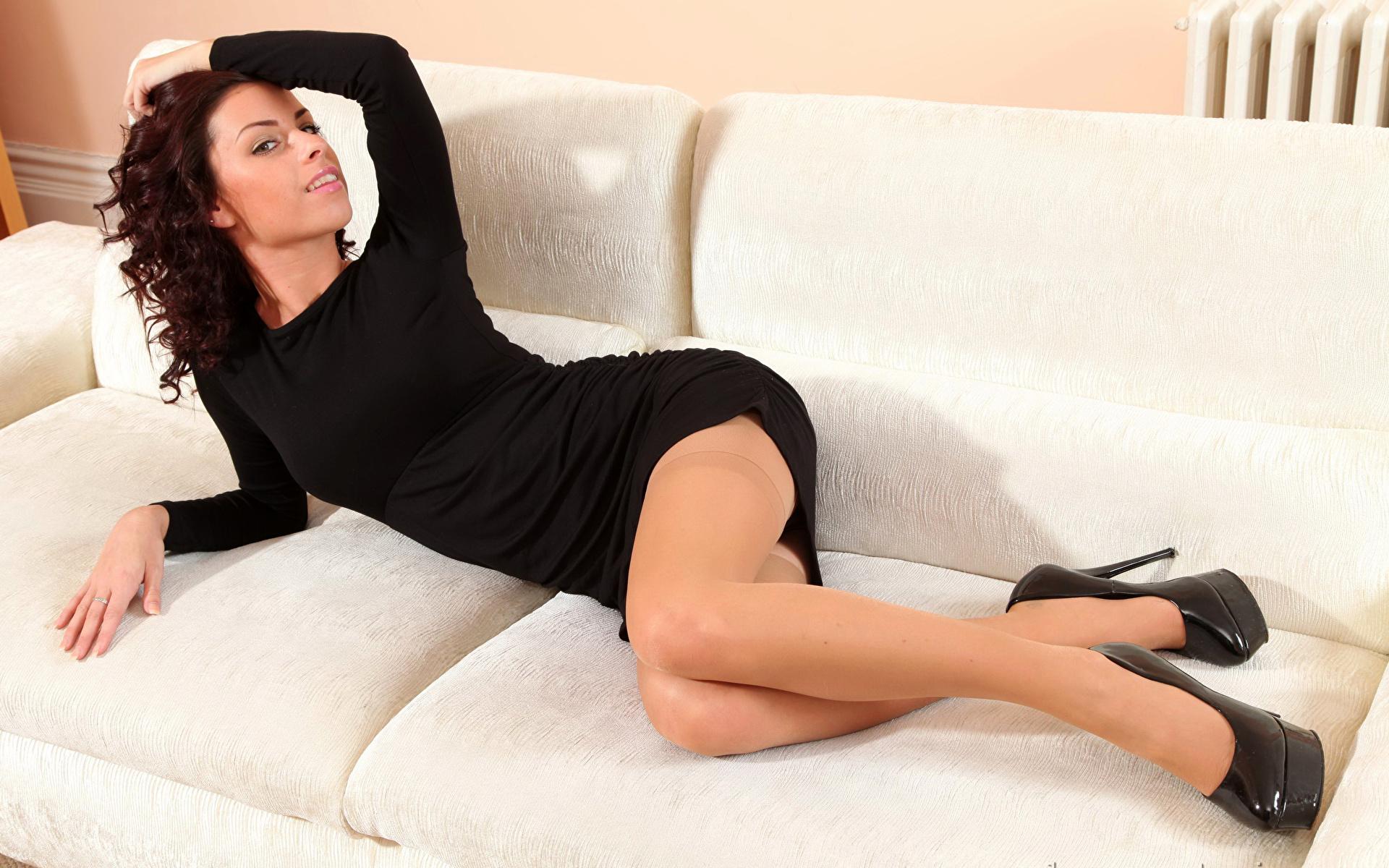 Undressing action from a brunette milf babe in high heels Shelly Jones № 916674 загрузить