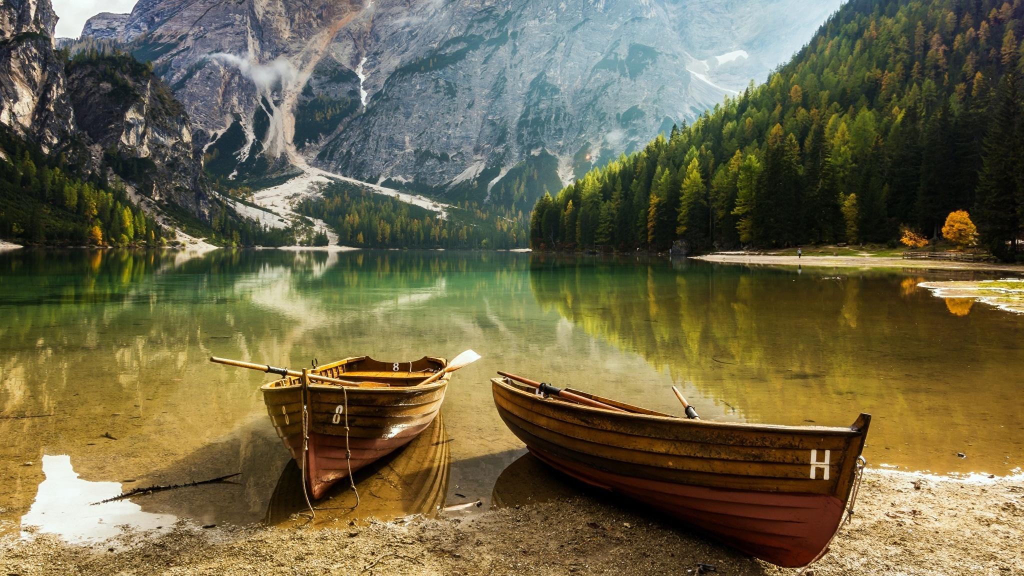 На лодке в горном озере  № 3062432 загрузить