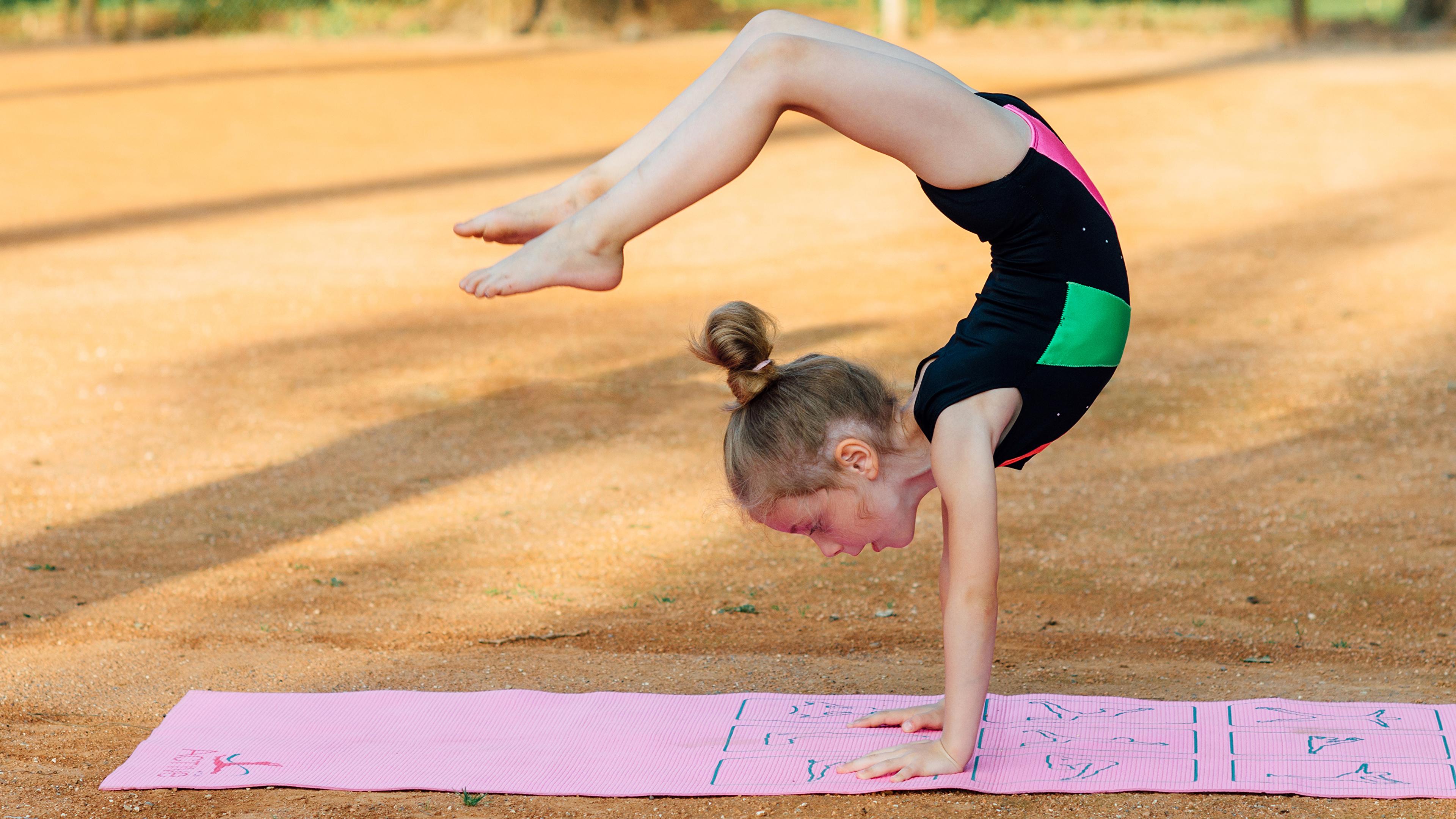 Дети девочка гимнастика фото