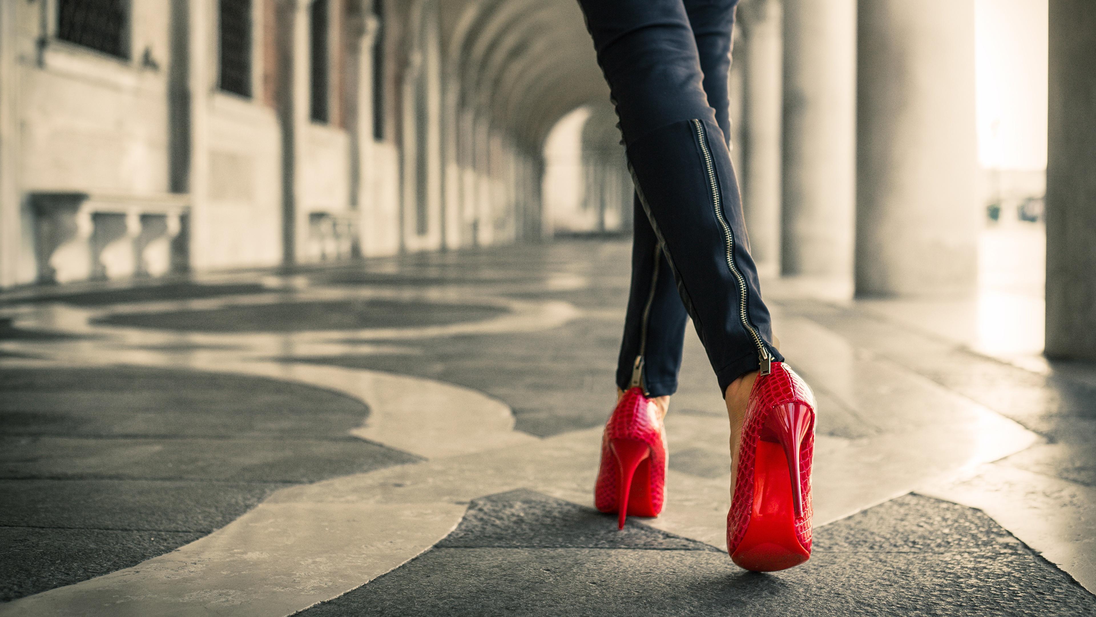 красная обувь  № 1506259 бесплатно