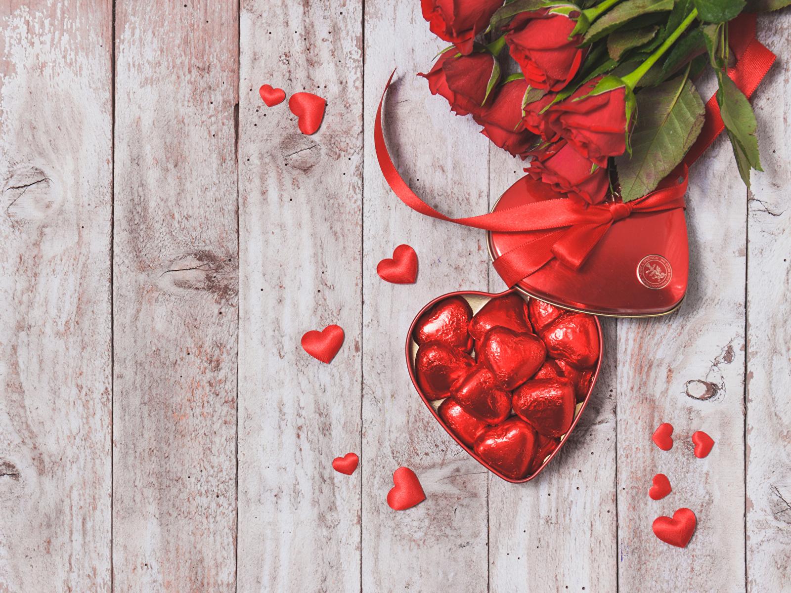 Сердечки из цветов фото