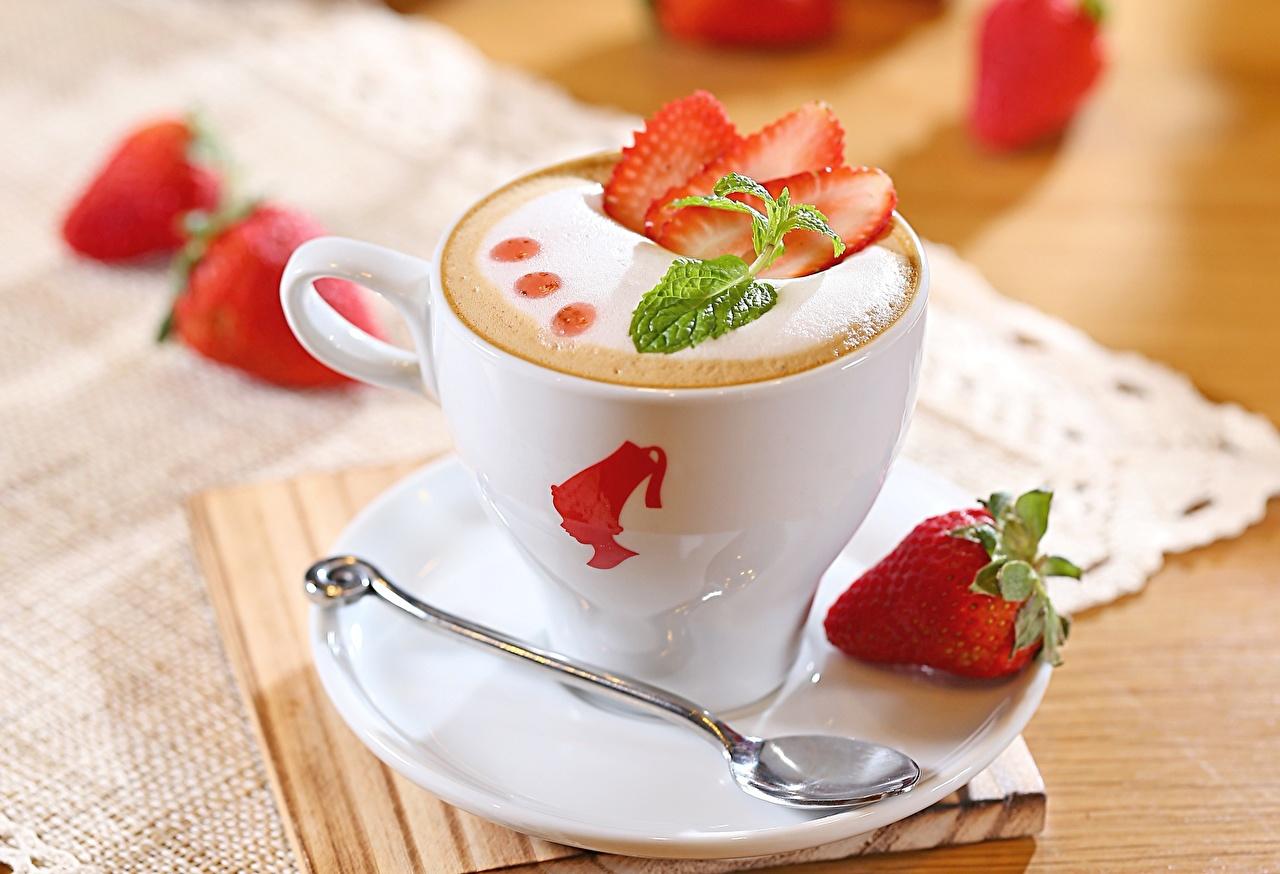Напитки Кофе Клубника Чашка Блюдце Ложка Еда