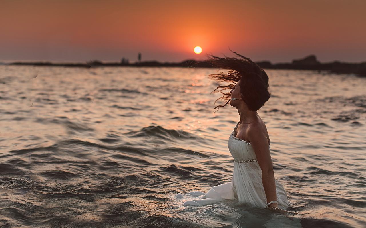 Девушка в воде фото и картинки