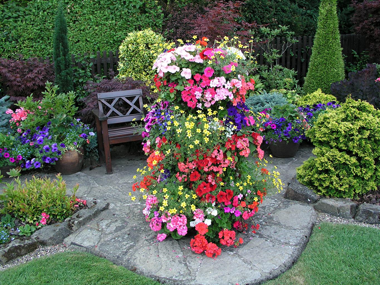 Как сделать вертикальную клумбу для цветов
