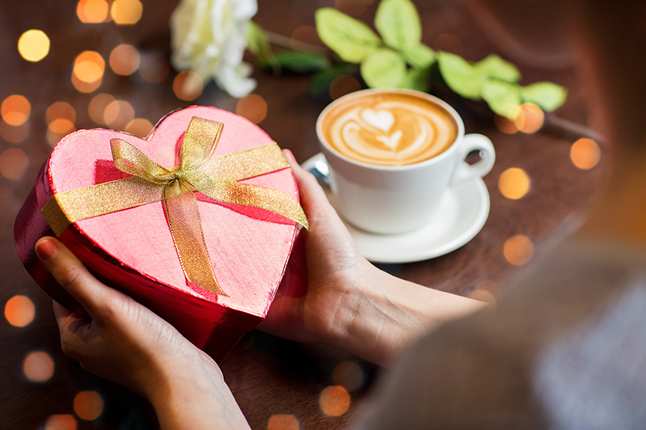 Романтические подарки для девушек своими руками