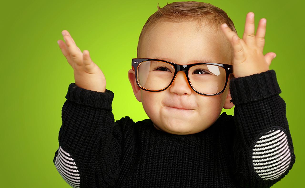 Как сделать детей в очках