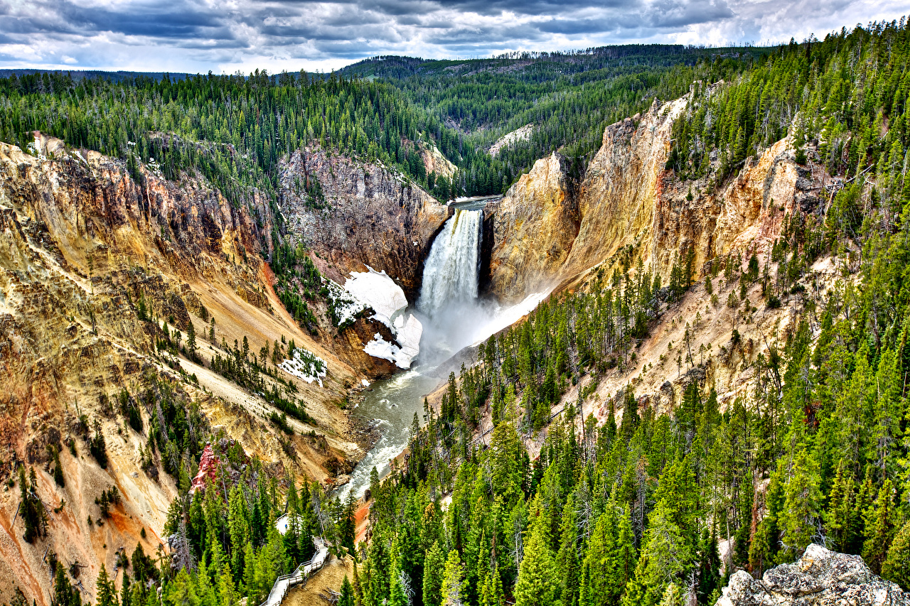 Resource to help plan a yellowstone national park vacation including; lodging, maps, and itineraries