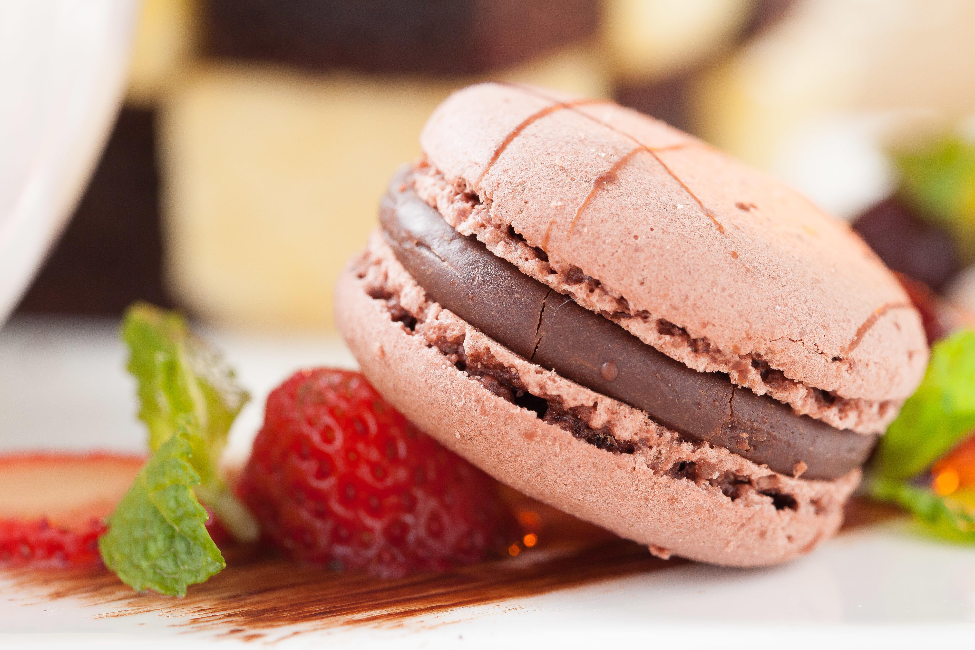 еда кекс клубника шоколад  № 143307  скачать