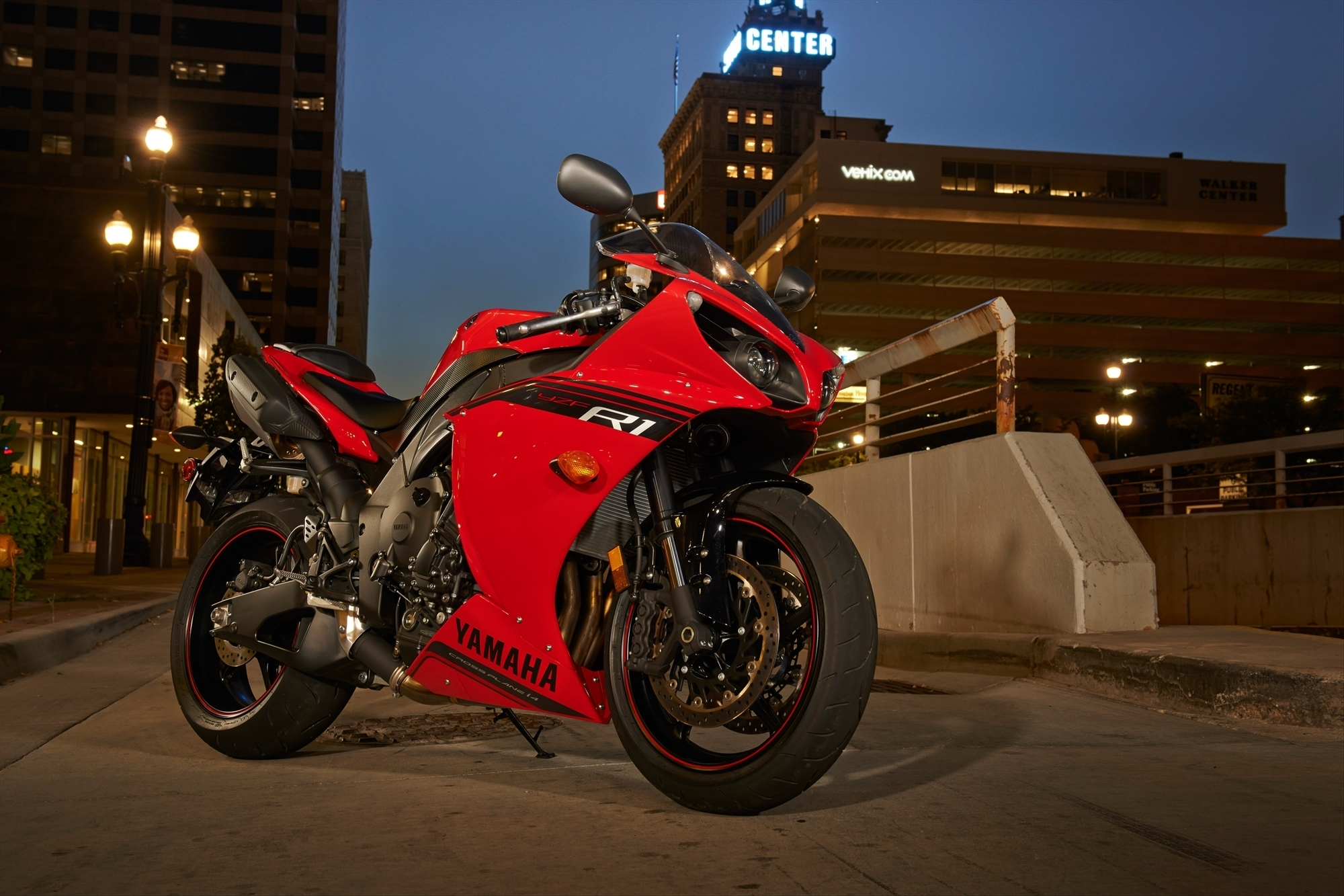 красный мотоциклы YAMAHA  № 1560847 без смс