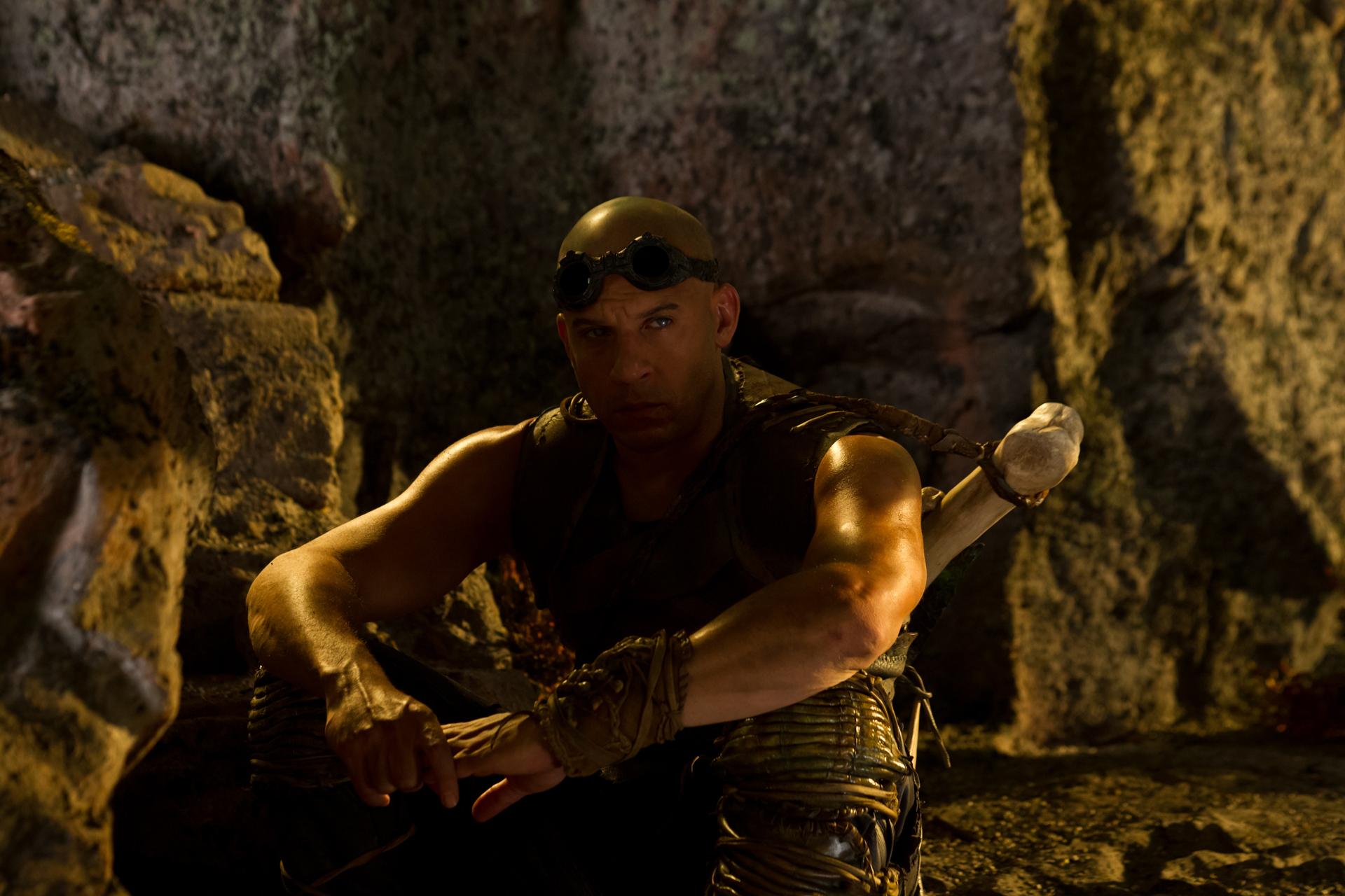 Amazoncom Riddick Vin Diesel Karl Urban David Twohy