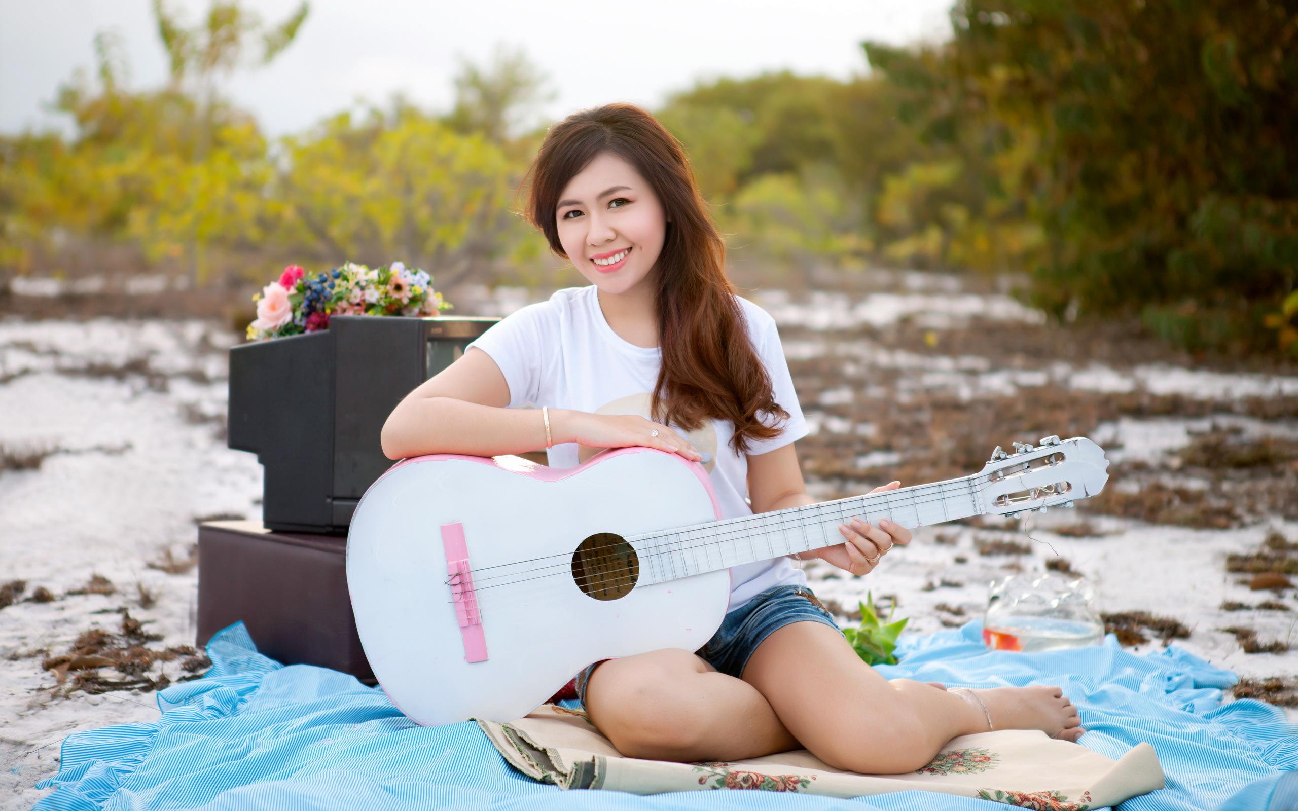 девушки гитара улыбка  № 465365  скачать