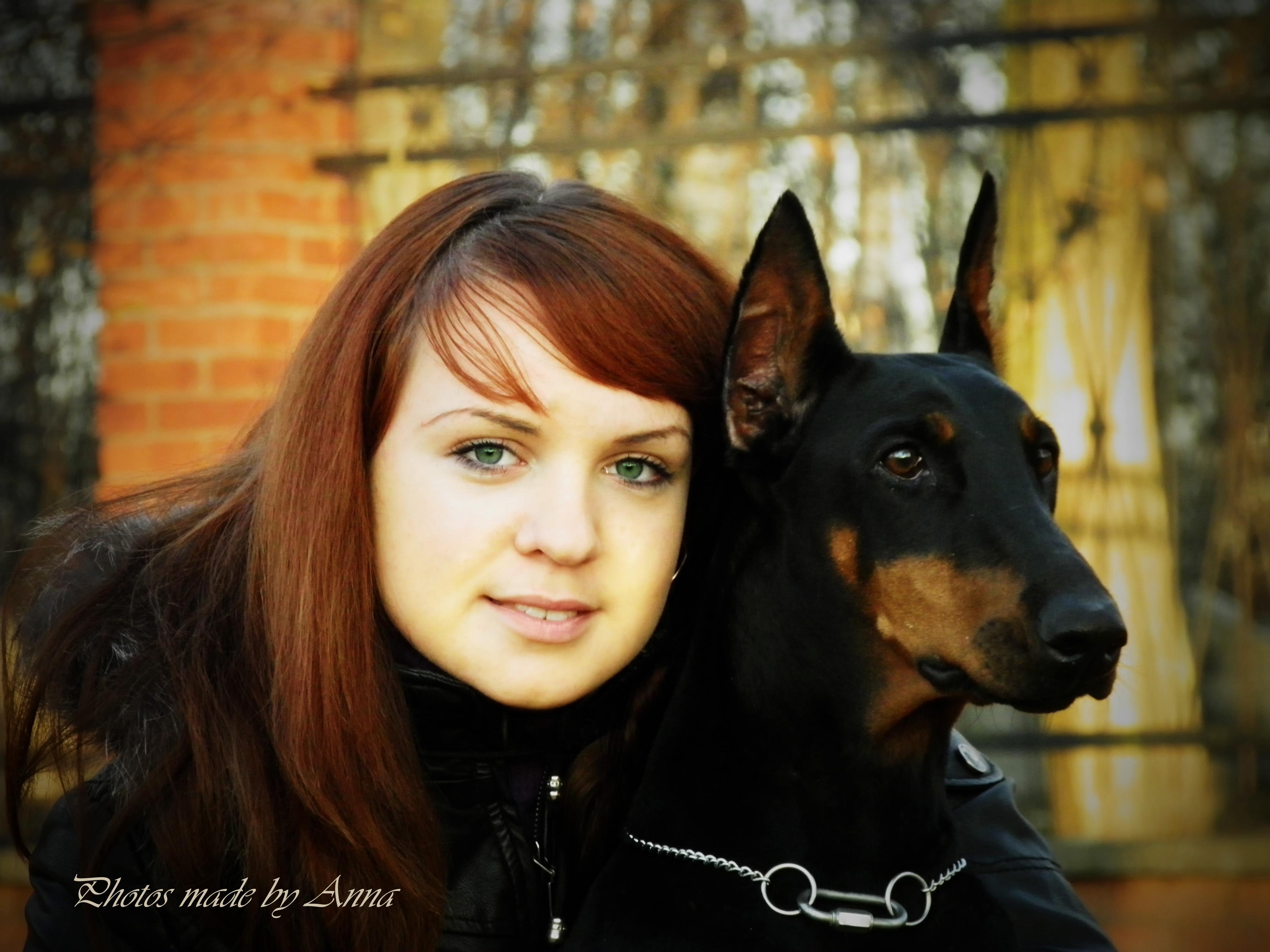 Фото на аву девушка с доберманом