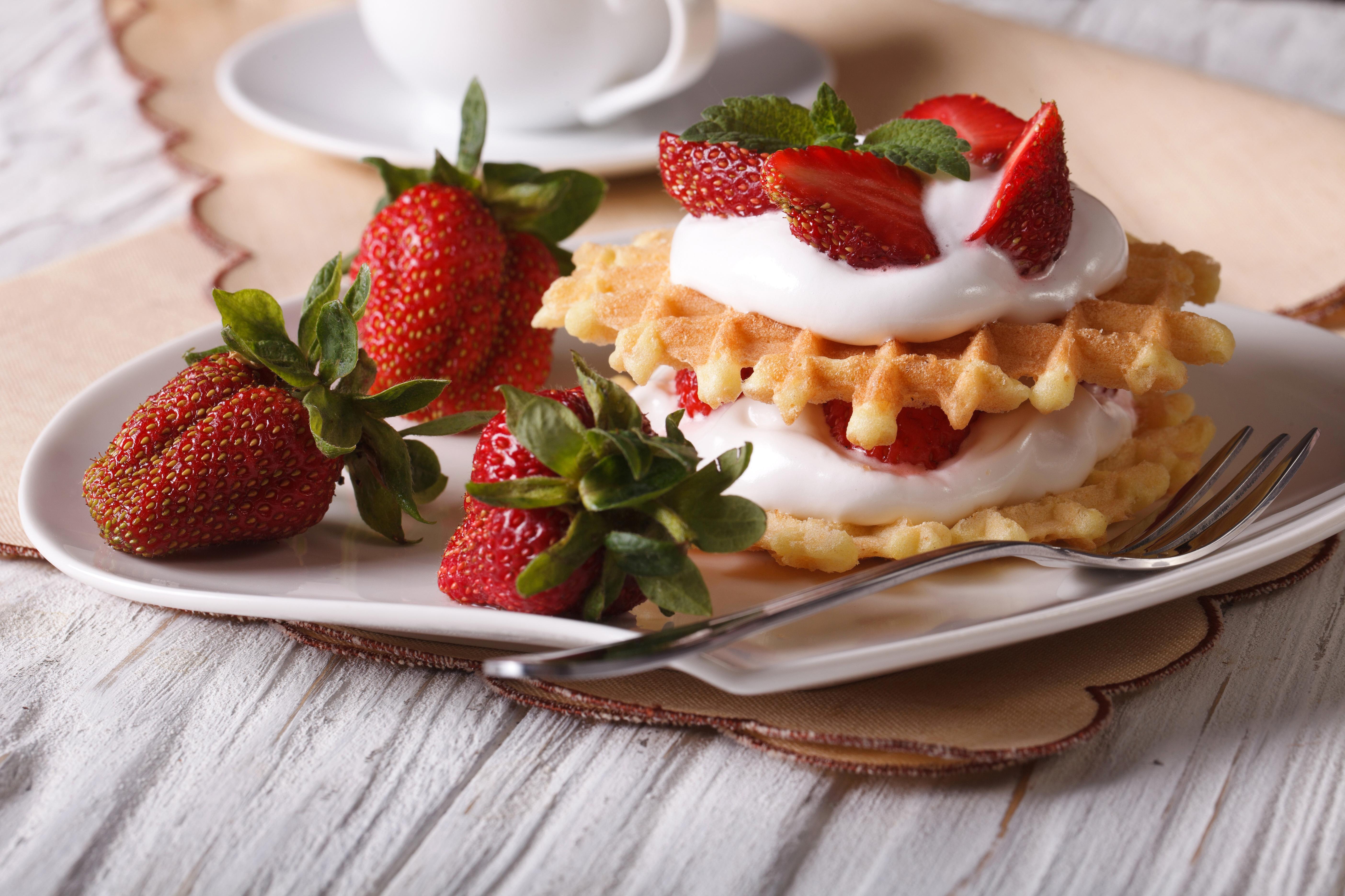 пирожное клубника тарелка десерт  № 3679792 загрузить