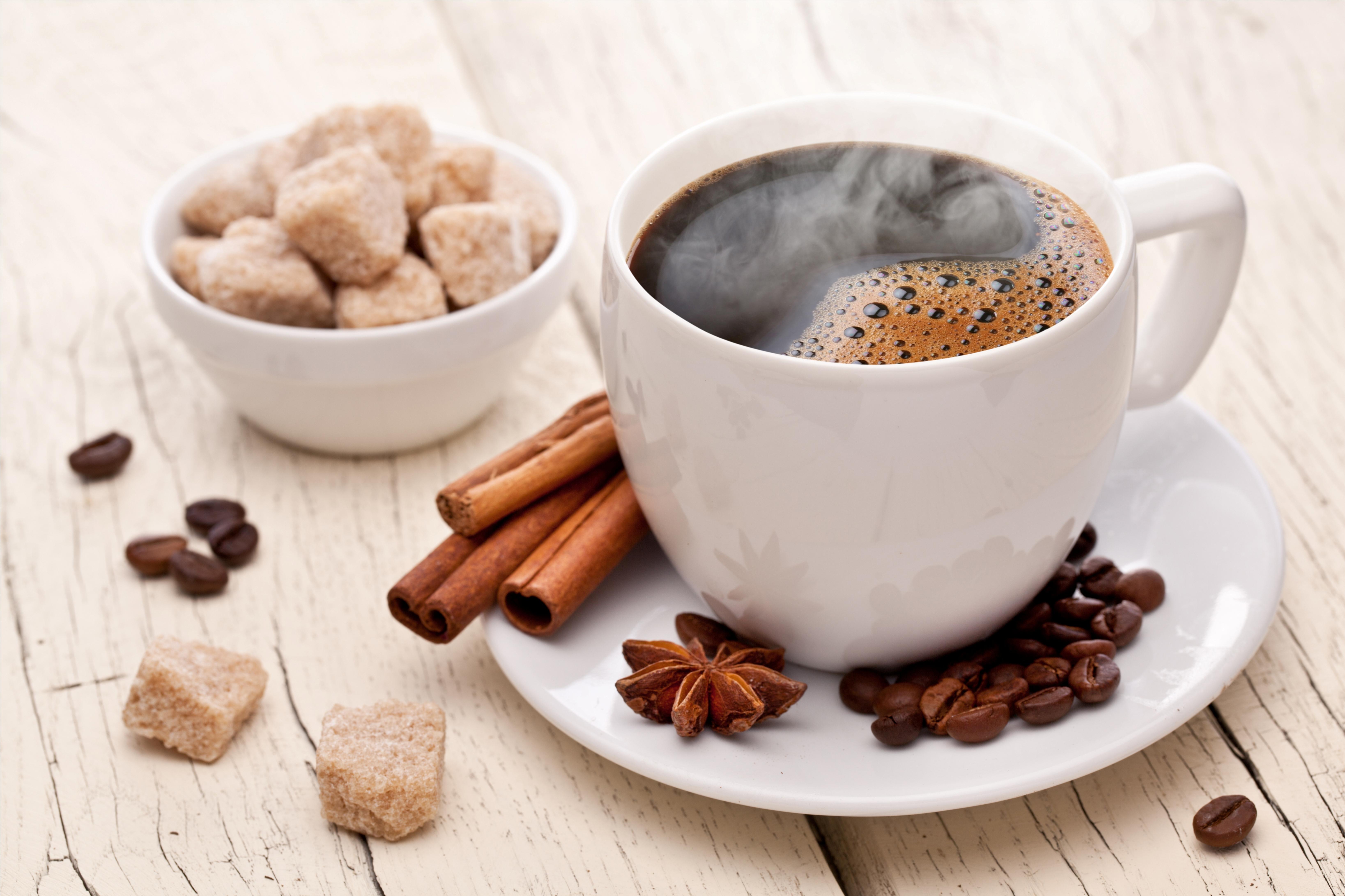 Чашка кофе с зернами  № 2153027  скачать