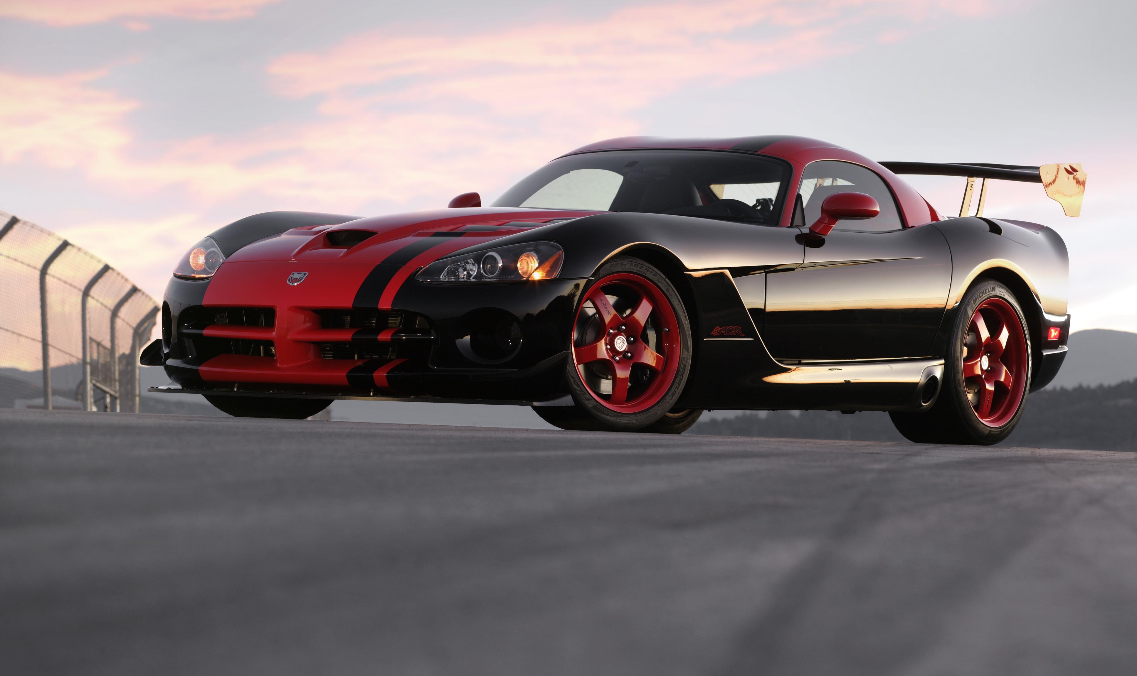 красный спортивный автомобиль Dodge Viper SRT  № 1128482 бесплатно