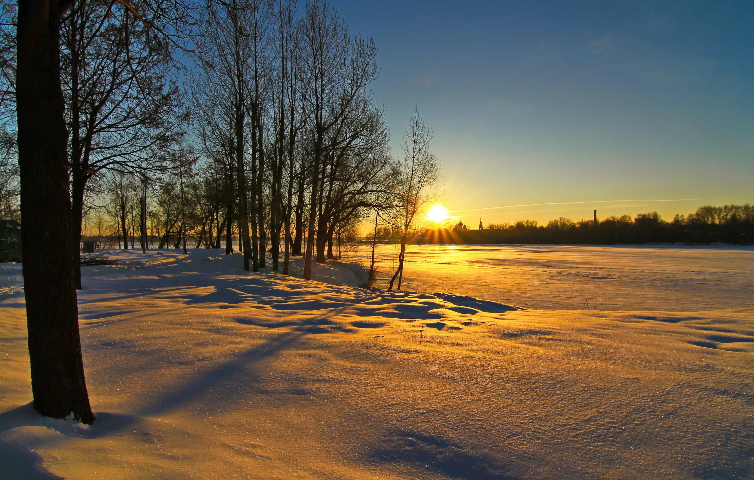 снег зима деревня рассвет  № 2479439 загрузить