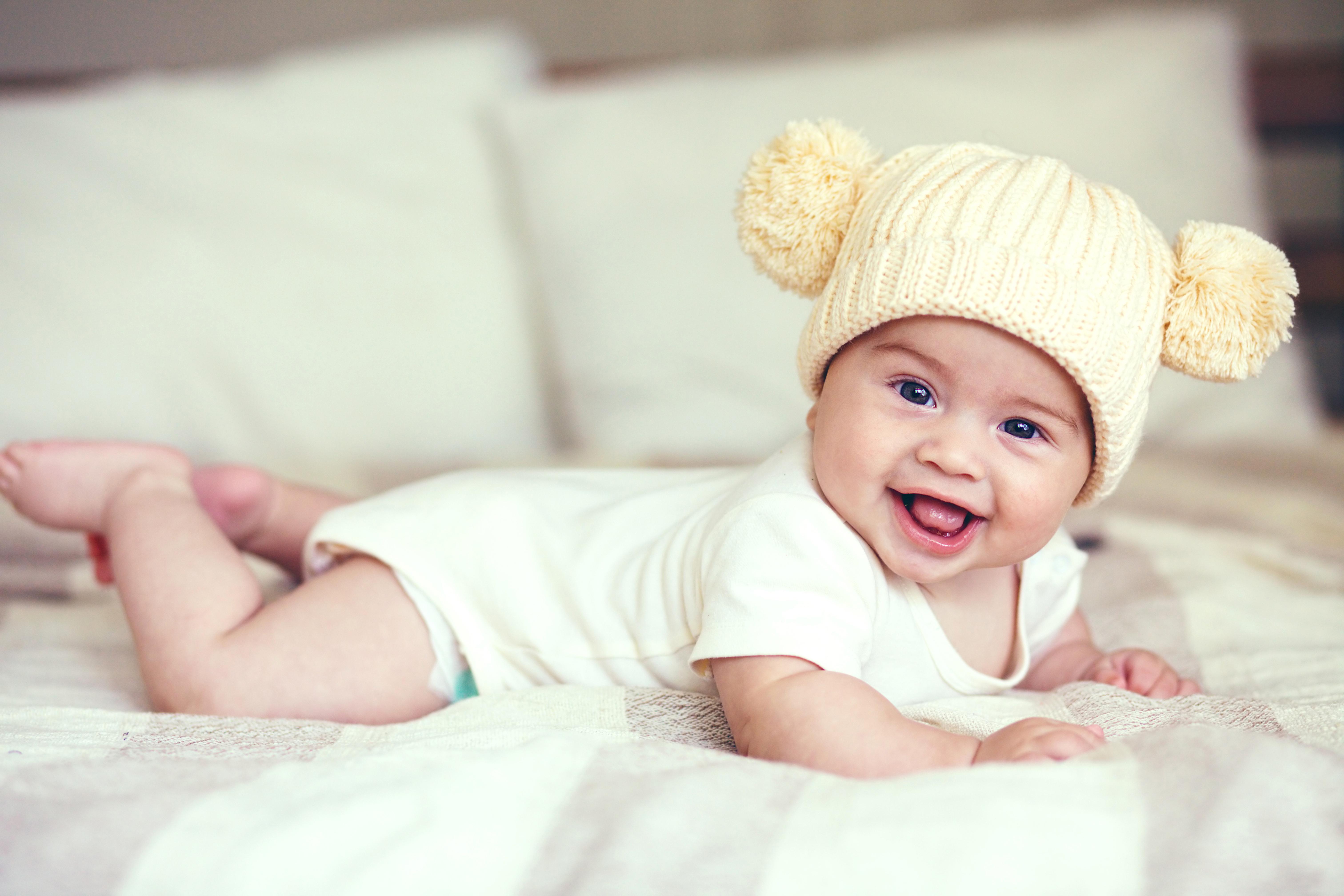 Девочка в вязаной шапочке  № 1822025 без смс