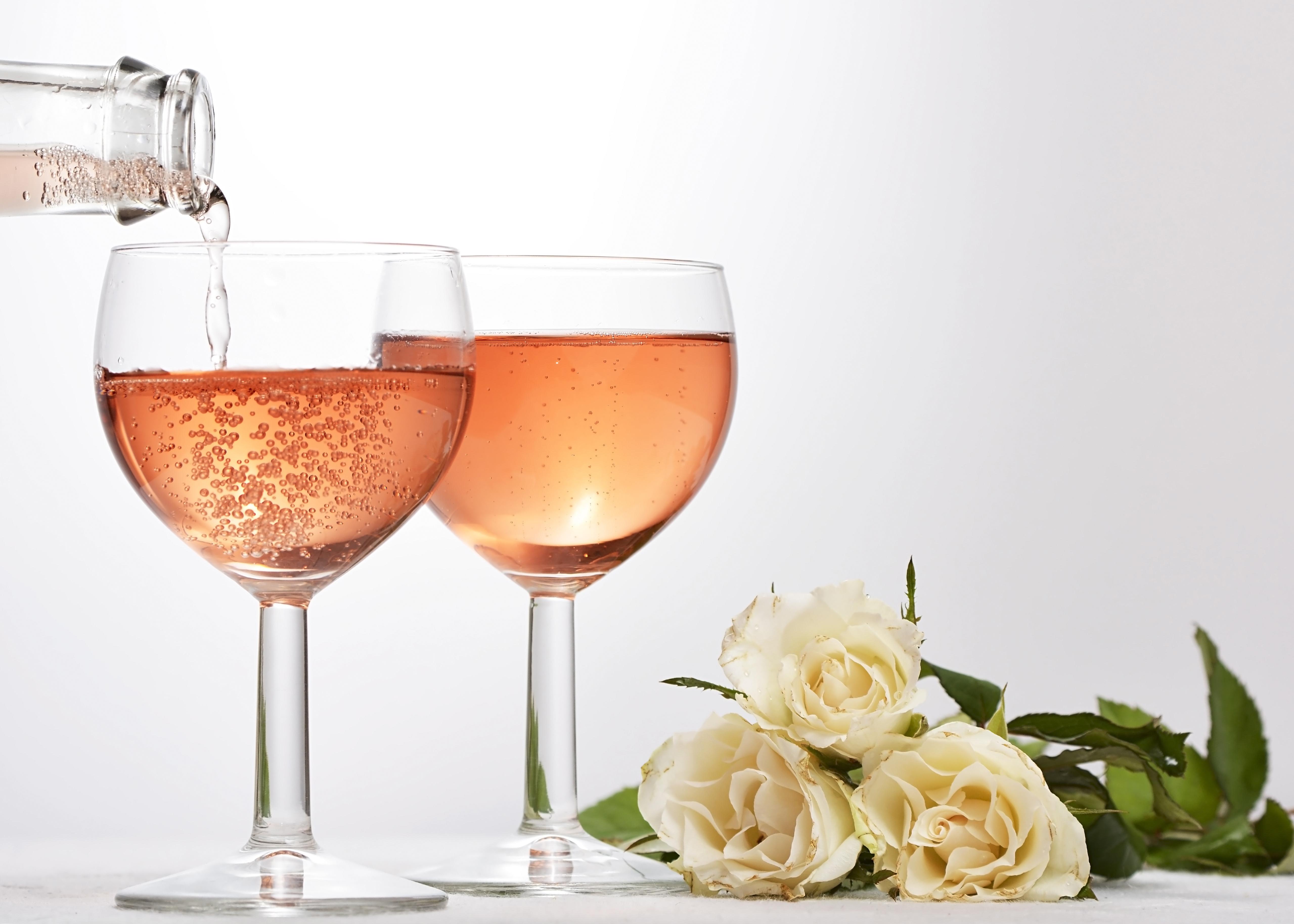 Два бокала с розами  № 750345 загрузить