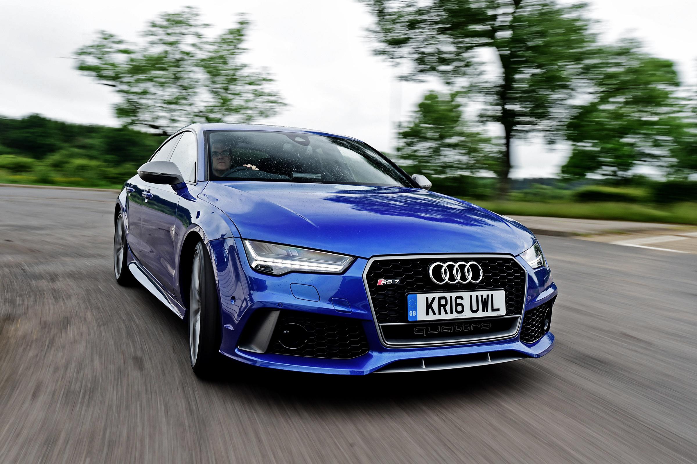 голубая Audi  № 2421785 бесплатно