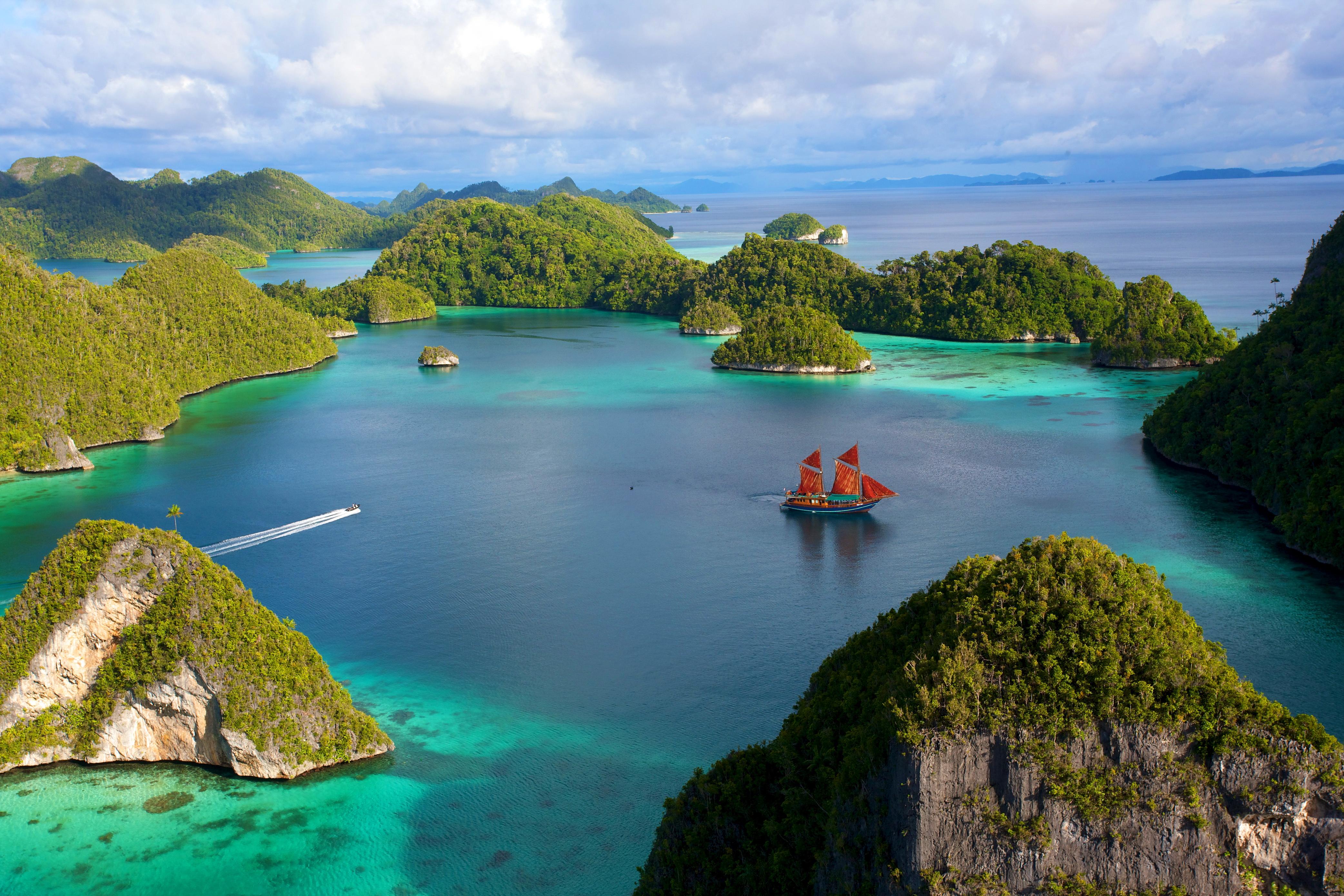 маленькие острова среди гор  № 253148 без смс