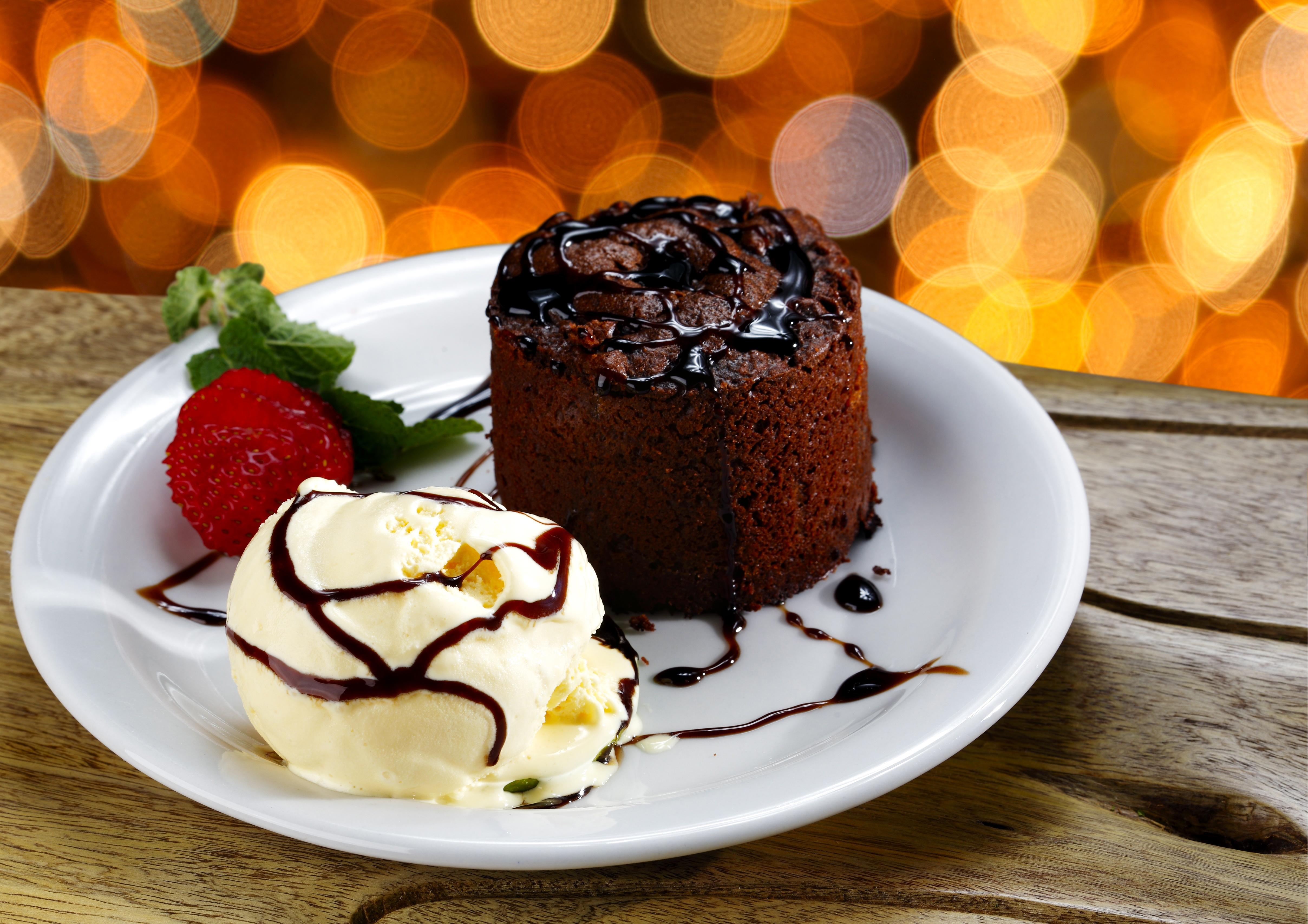 пирожное клубника тарелка десерт  № 3679720 бесплатно