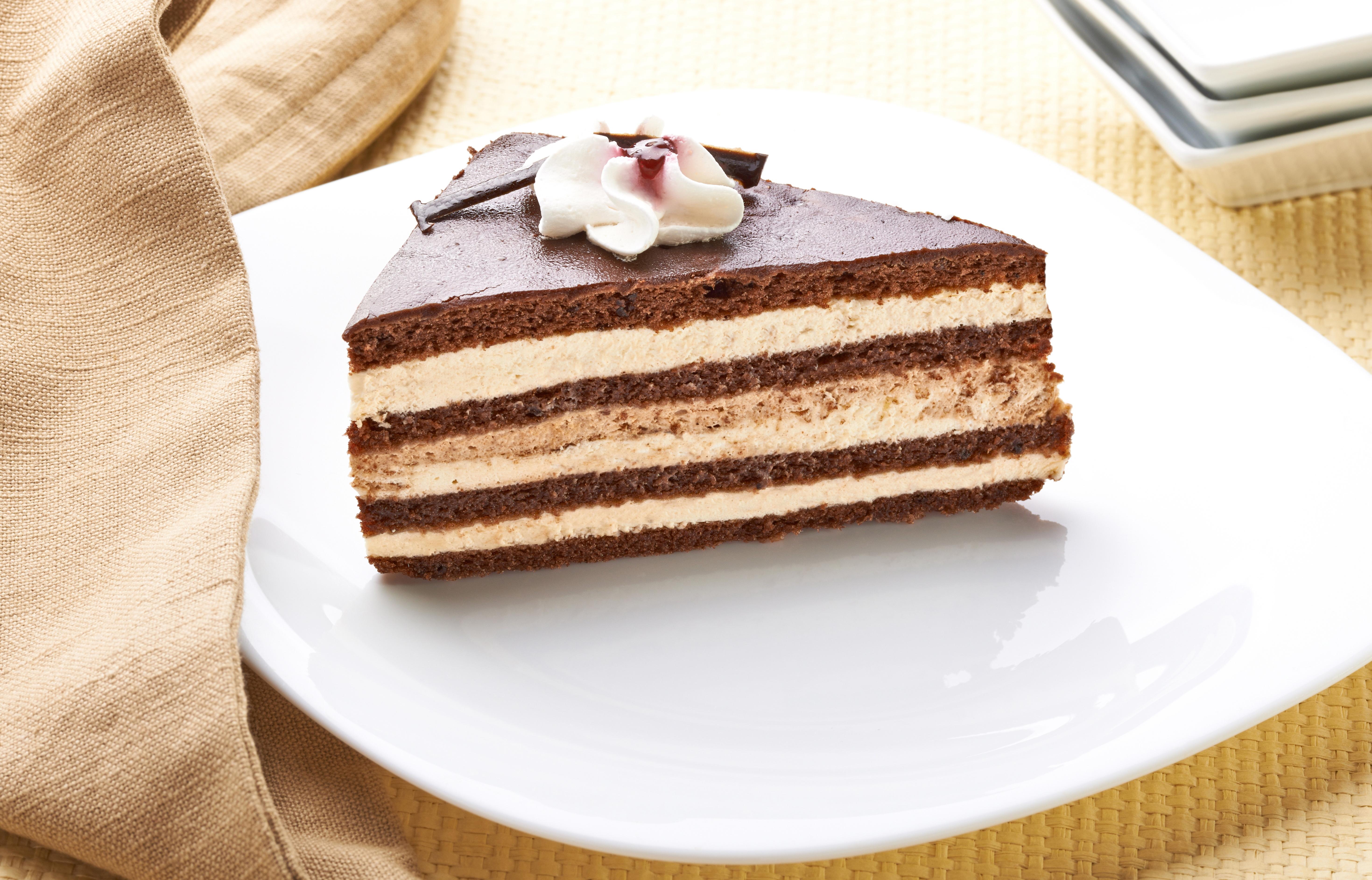Кусок торта со свечей  № 2184011 загрузить