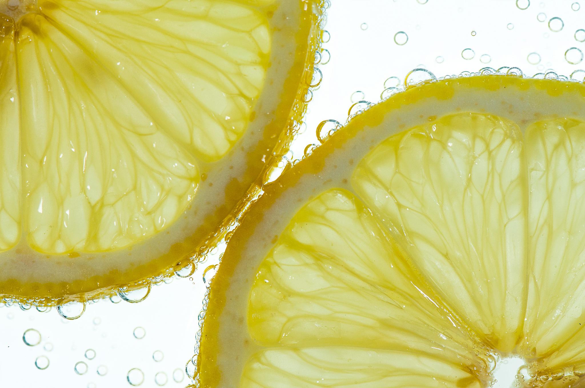 Дольки лимона в стакане  № 3698229 бесплатно