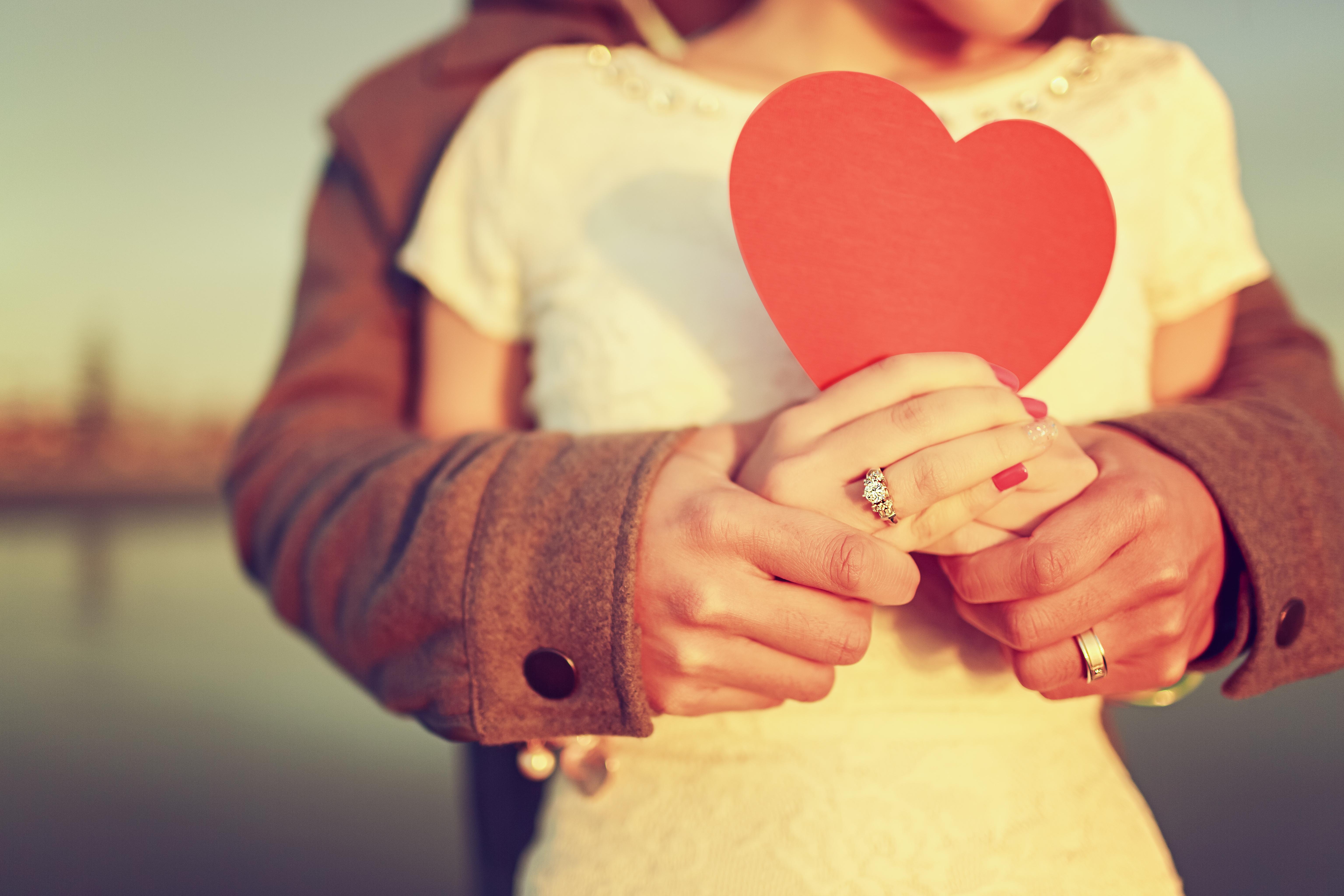 Сердце девушка обнимка  № 1659648 загрузить