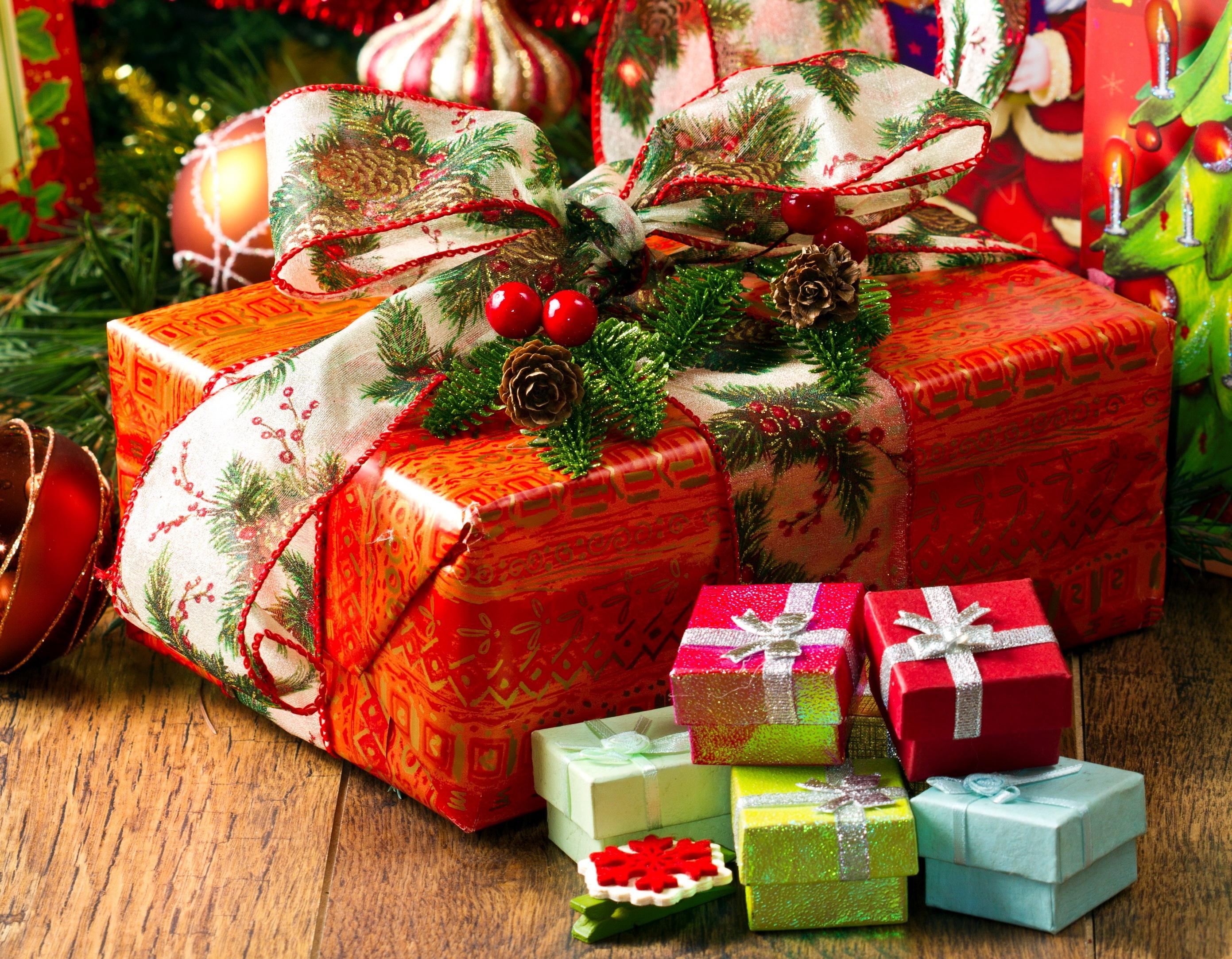 Кому дают новогодние подарки