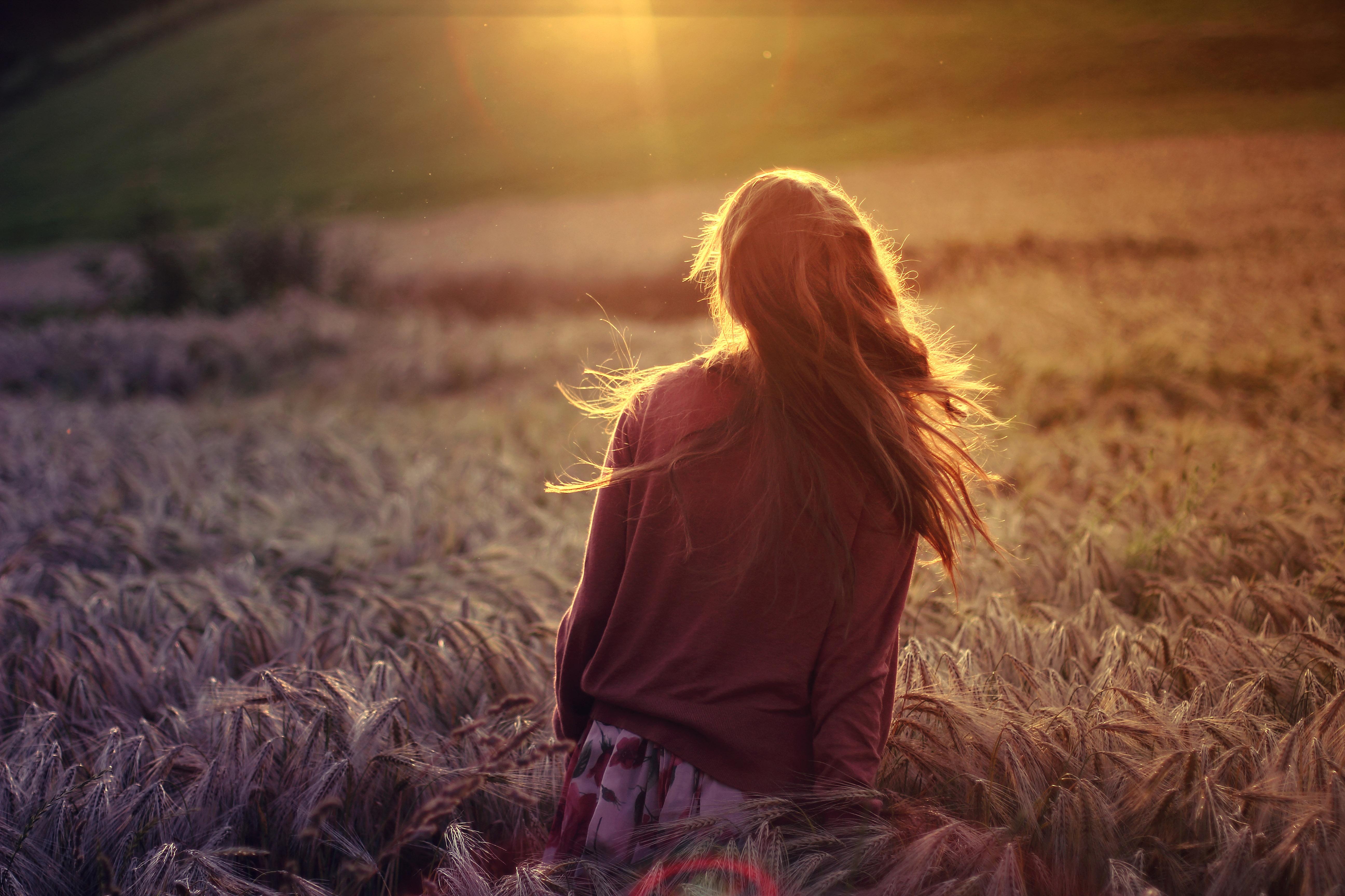 длинные волосы девушка сорочка природа  № 1819715 загрузить