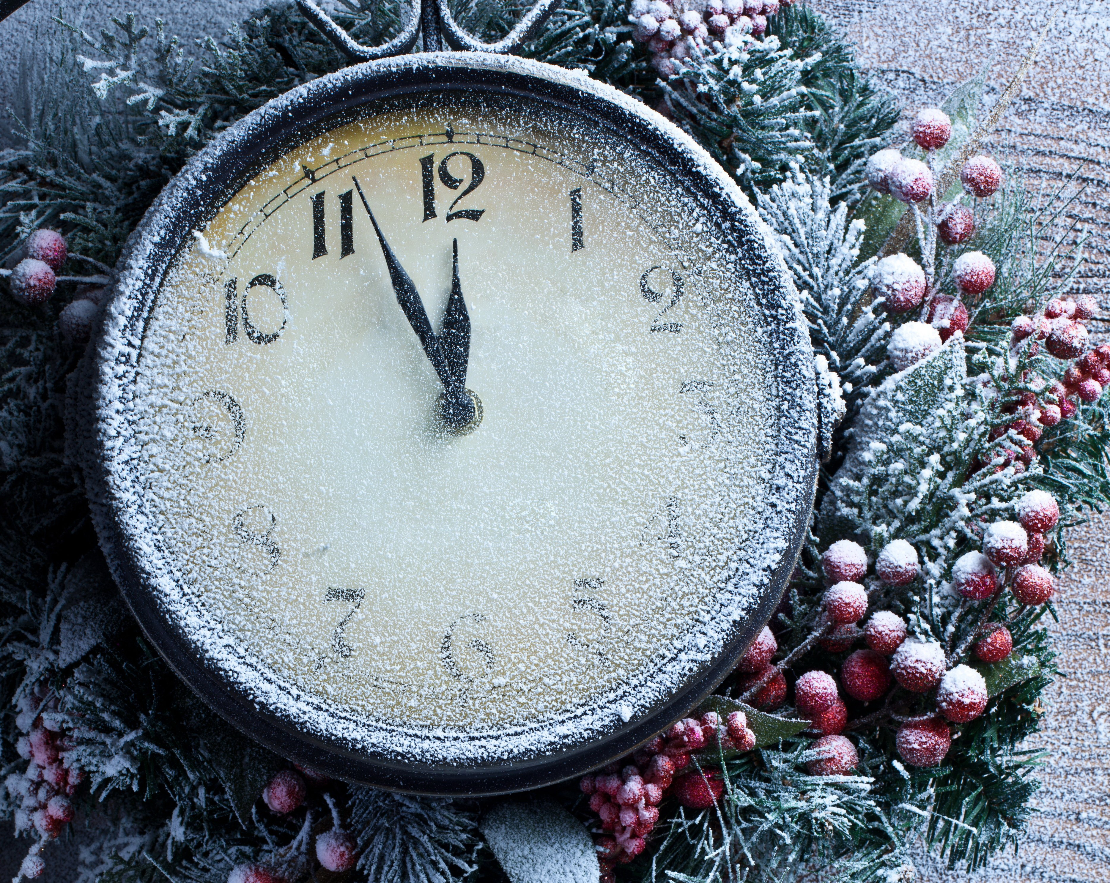 часы игрушки подарки снежинки  № 2647426  скачать