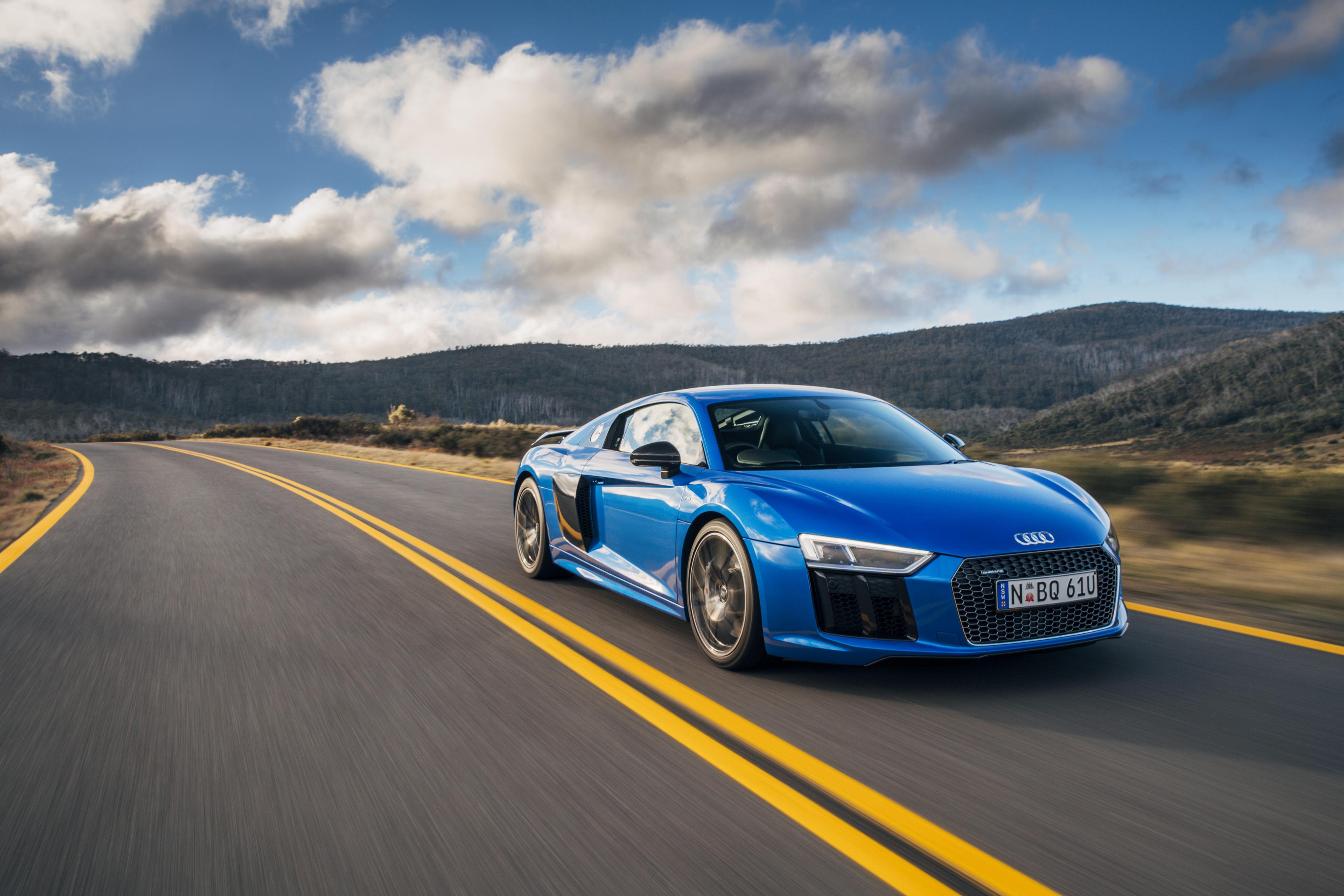 голубая Audi  № 2421725 загрузить