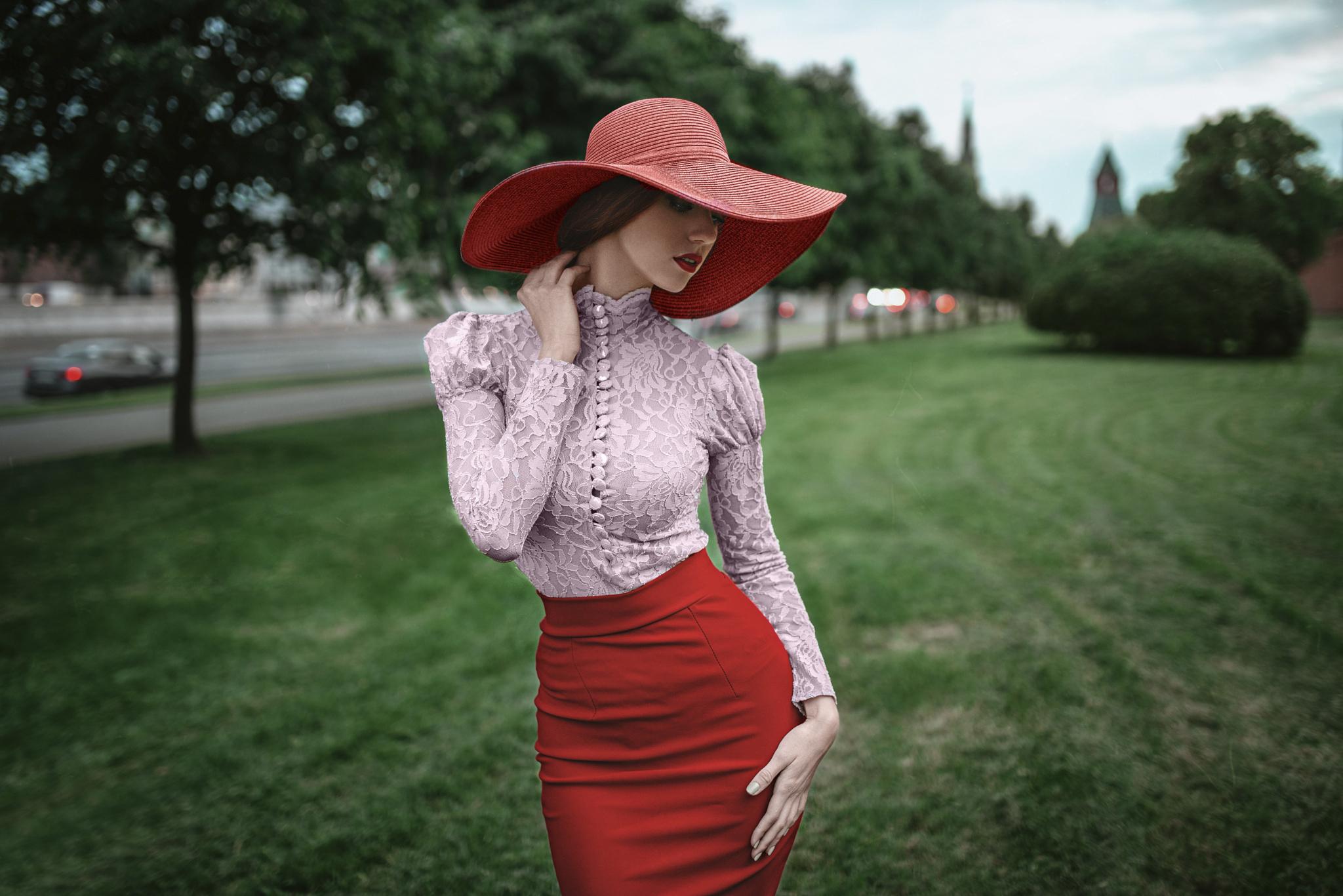 француженка в красной шляпе  № 156121 загрузить