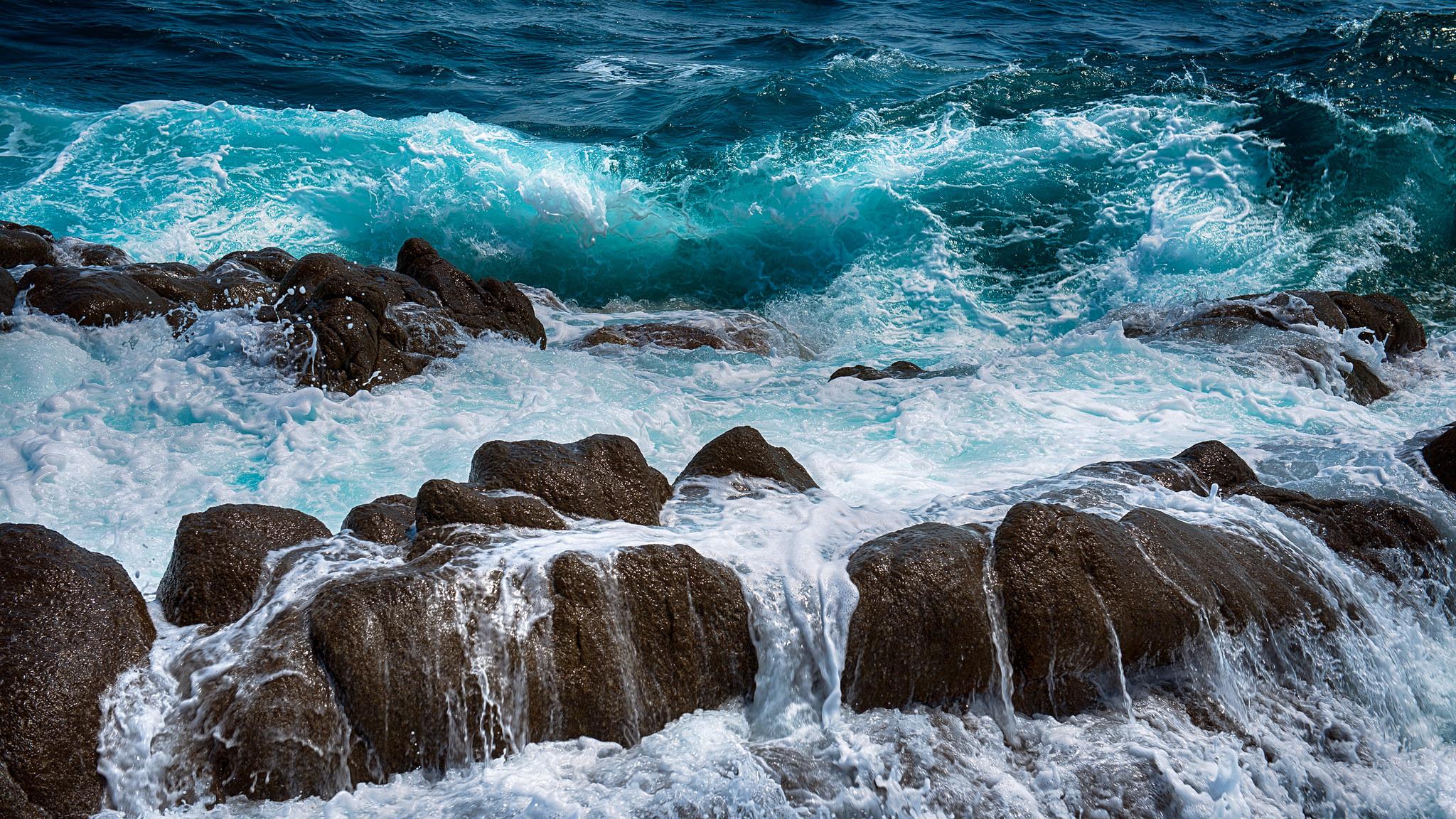 скала берег волны  № 2501544 бесплатно