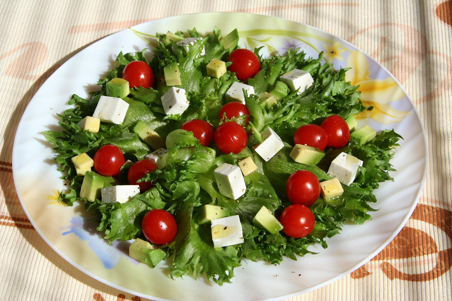 Салат из помидор на обед